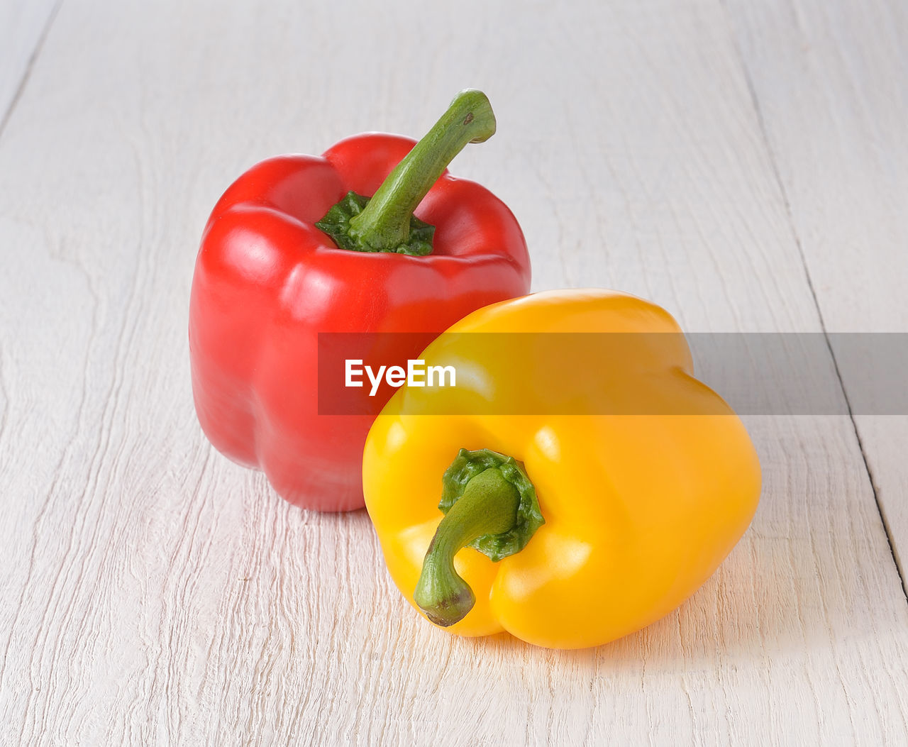 pepper, vegetable, bell pepper, yellow, red, yellow bell pepper, still life, freshness, wellbeing, food, table, red bell pepper, indoors, food and drink, close-up, healthy eating, raw food, no people, wood - material, high angle view, paprika