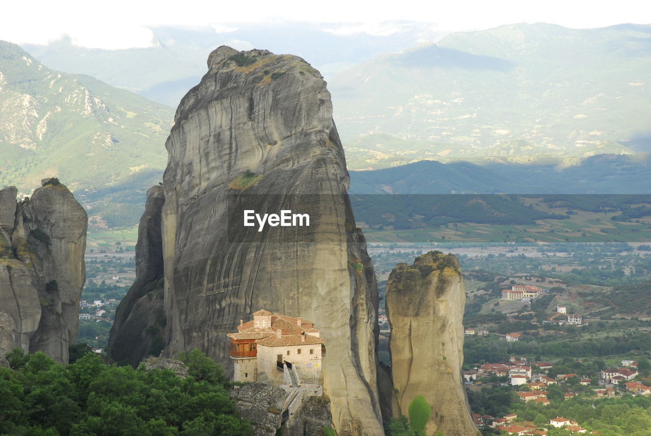 PANORAMIC VIEW OF BUILDINGS AND MOUNTAIN RANGE