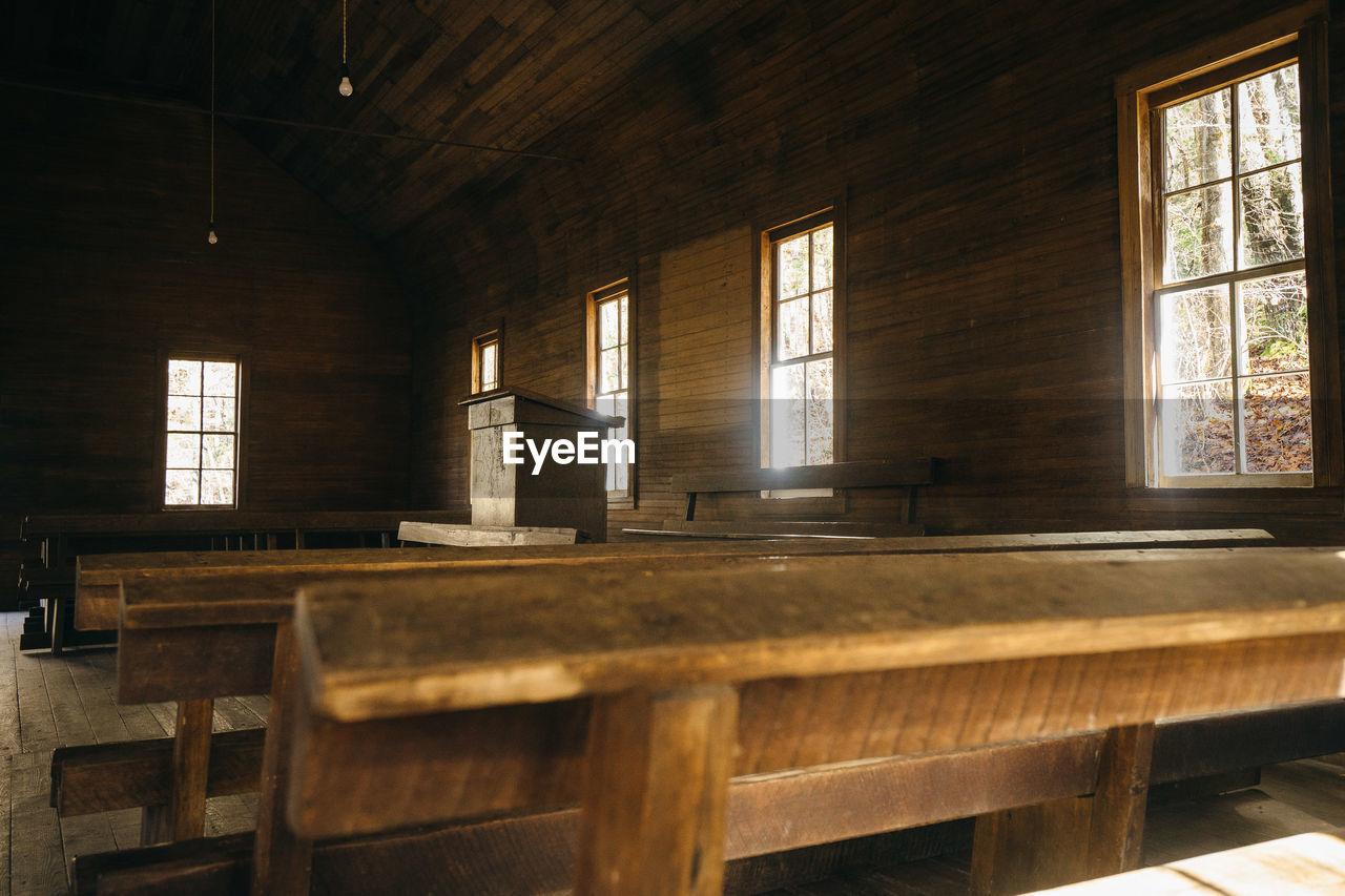 VIEW OF EMPTY ROOM