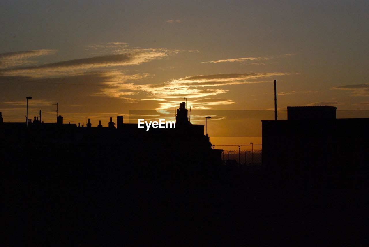 silhouette, sky, sunset, architecture, built structure, building exterior, cloud - sky, nature, copy space, building, orange color, beauty in nature, no people, outdoors, city, scenics - nature, animal themes, dark, animal, one animal