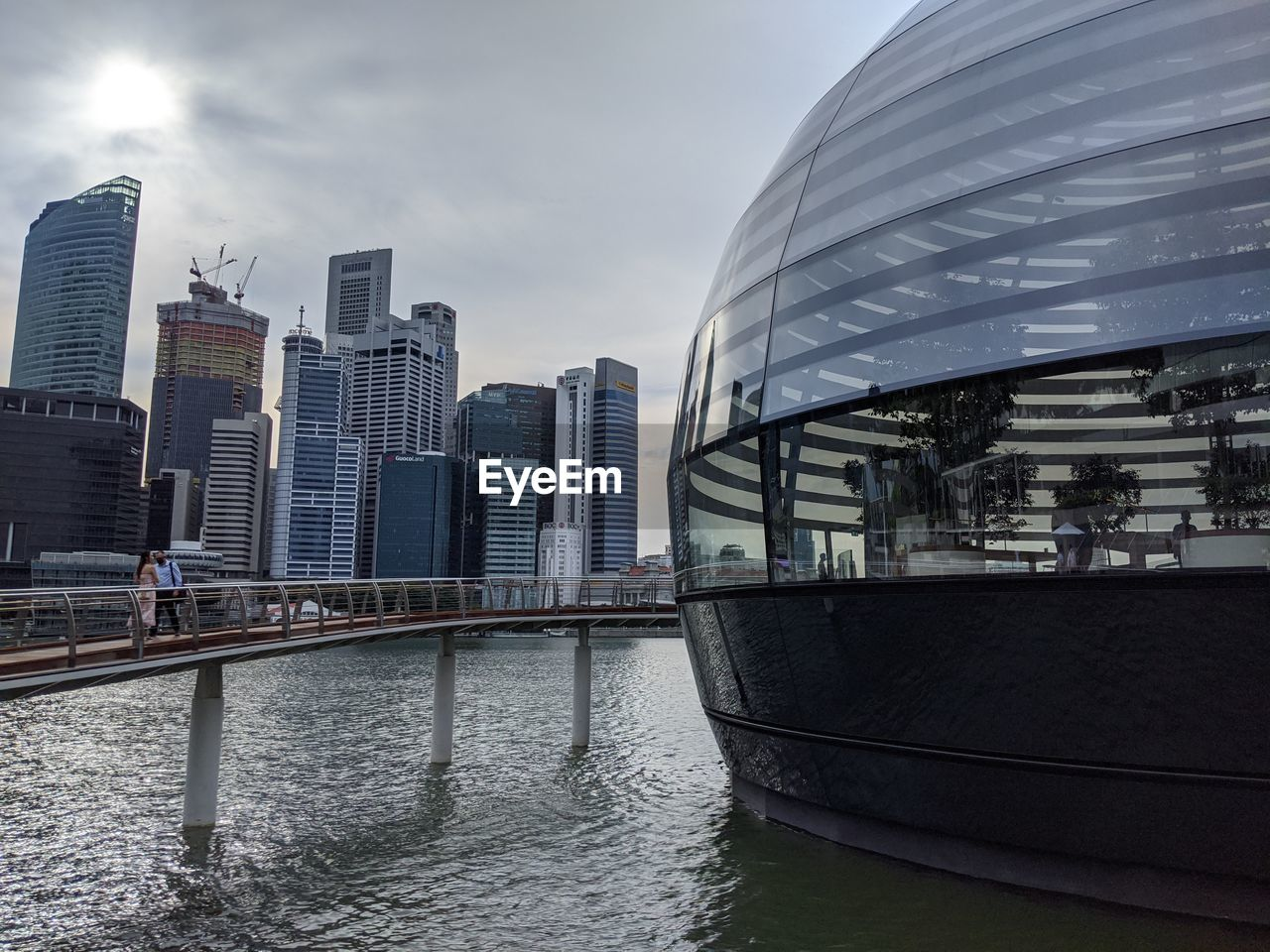 RIVER BY MODERN BUILDINGS IN CITY AGAINST SKY