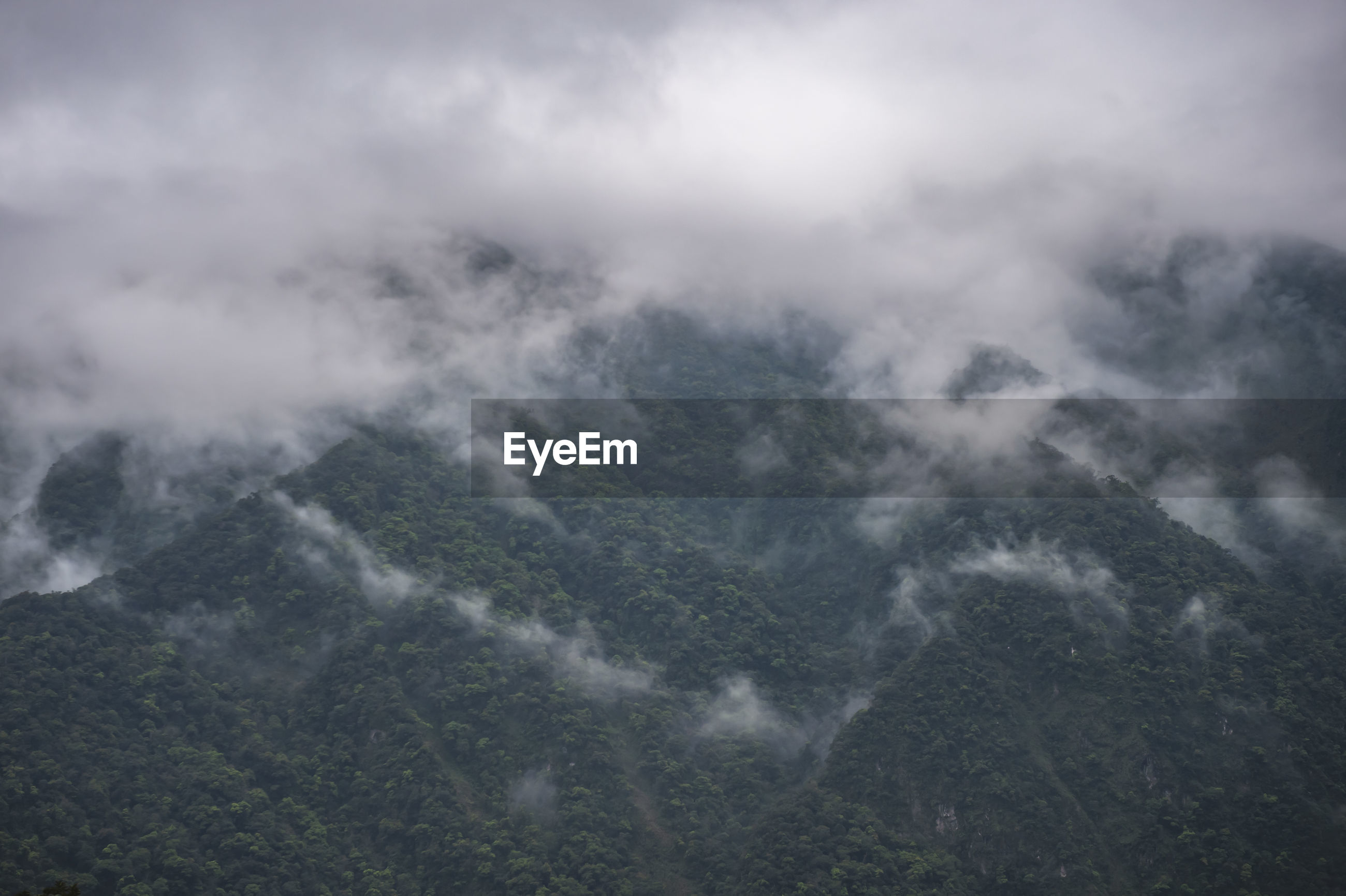 AERIAL VIEW OF MOUNTAIN RANGE AGAINST SKY