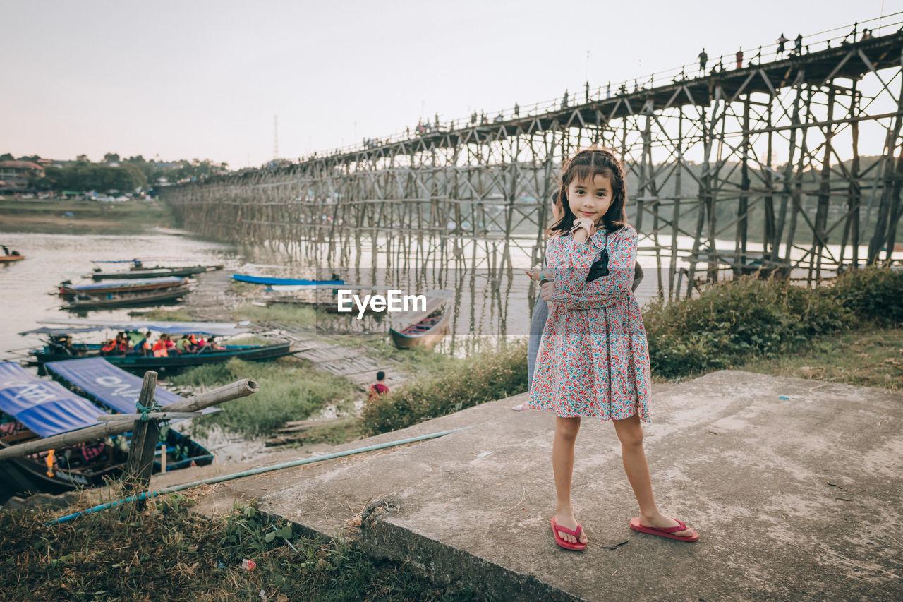FULL LENGTH PORTRAIT OF GIRL STANDING ON ROAD