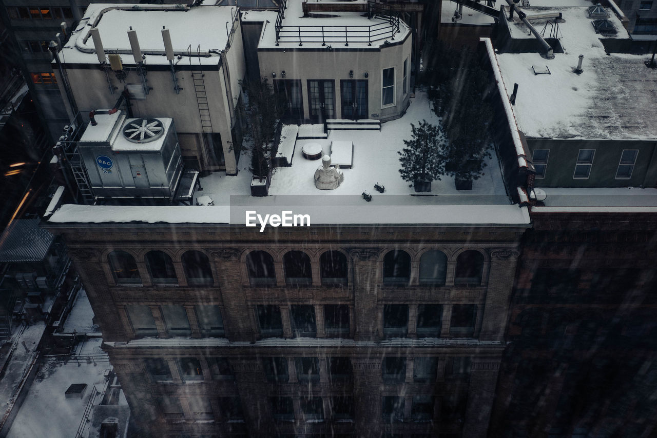 building exterior, architecture, built structure, window, outdoors, high angle view, car, city, day, no people, transportation, residential building, snow