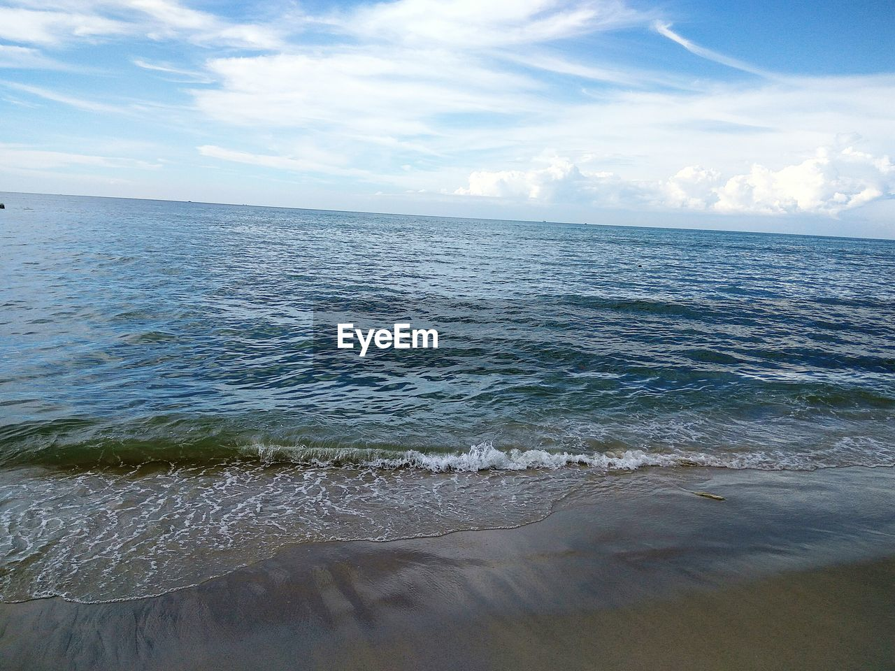 sea, water, horizon over water, scenics, beach, nature, beauty in nature, tranquil scene, tranquility, sky, sand, shore, cloud - sky, no people, day, idyllic, outdoors, wave