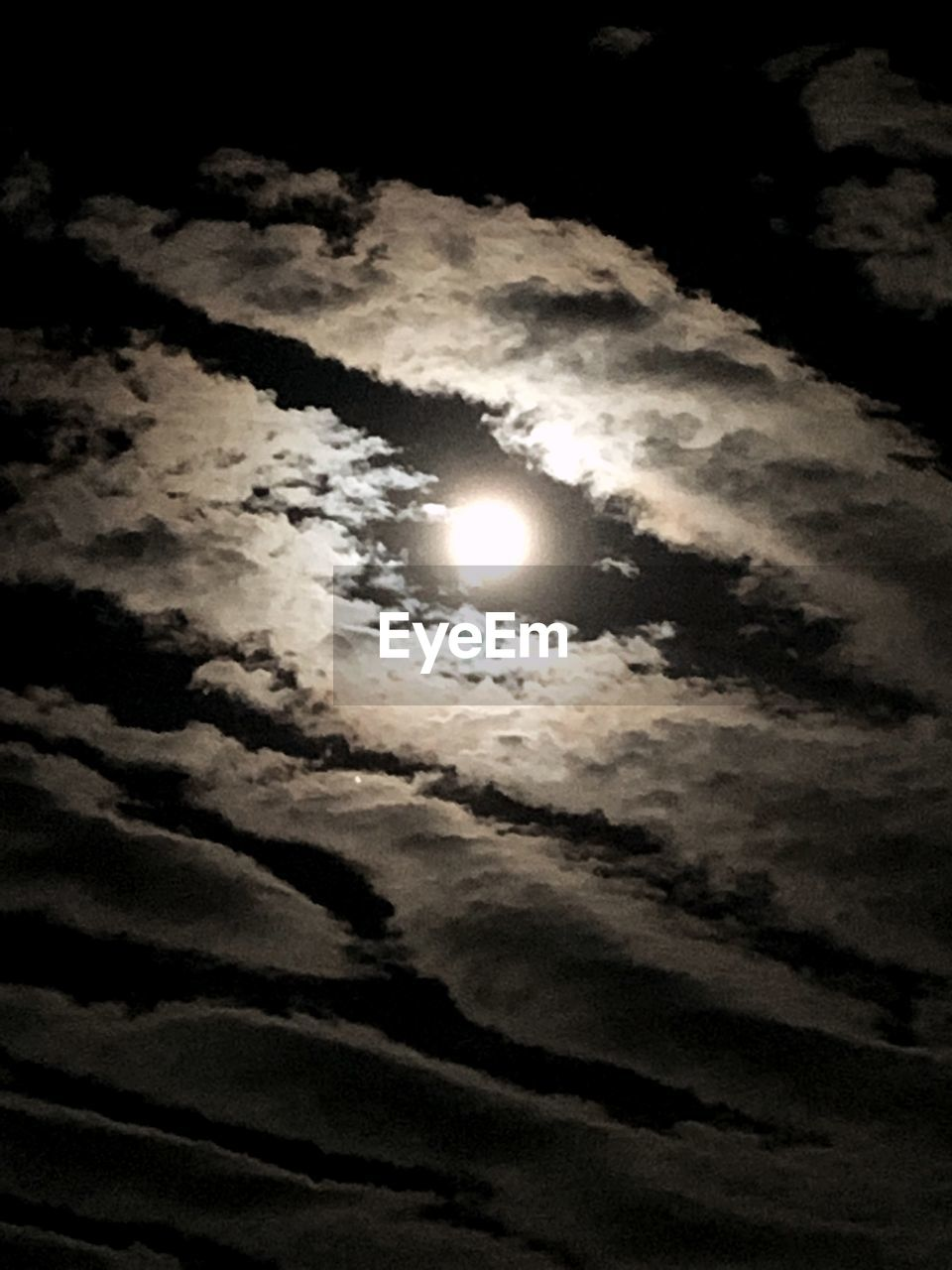 cloud - sky, sky, beauty in nature, scenics - nature, moon, low angle view, space, tranquility, astronomy, night, tranquil scene, no people, nature, majestic, moonlight, full moon, outdoors, idyllic, natural phenomenon, dark, eclipse, planetary moon