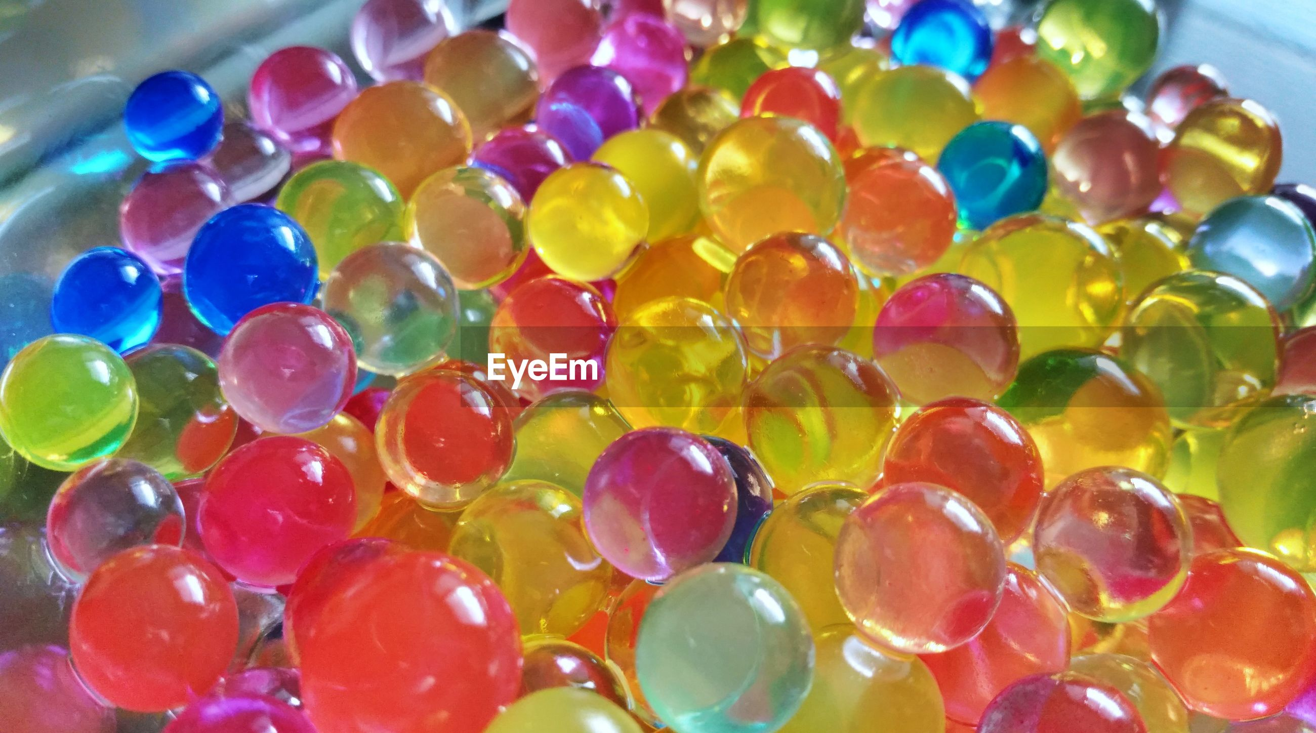 FULL FRAME SHOT OF COLORFUL BALLS