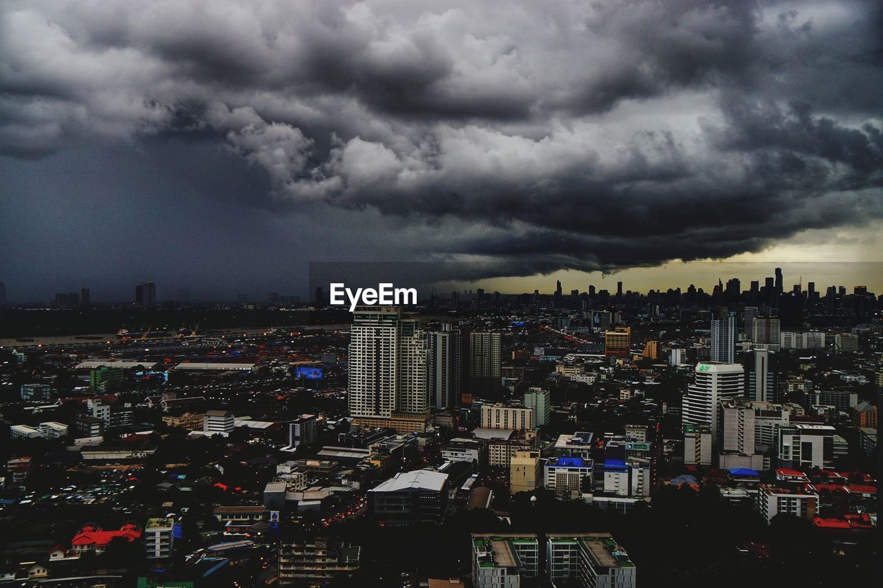 cloud - sky, storm cloud, cityscape, architecture, sky, building exterior, city, weather, built structure, atmospheric mood, outdoors, skyscraper, no people, thunderstorm, day, nature, lightning