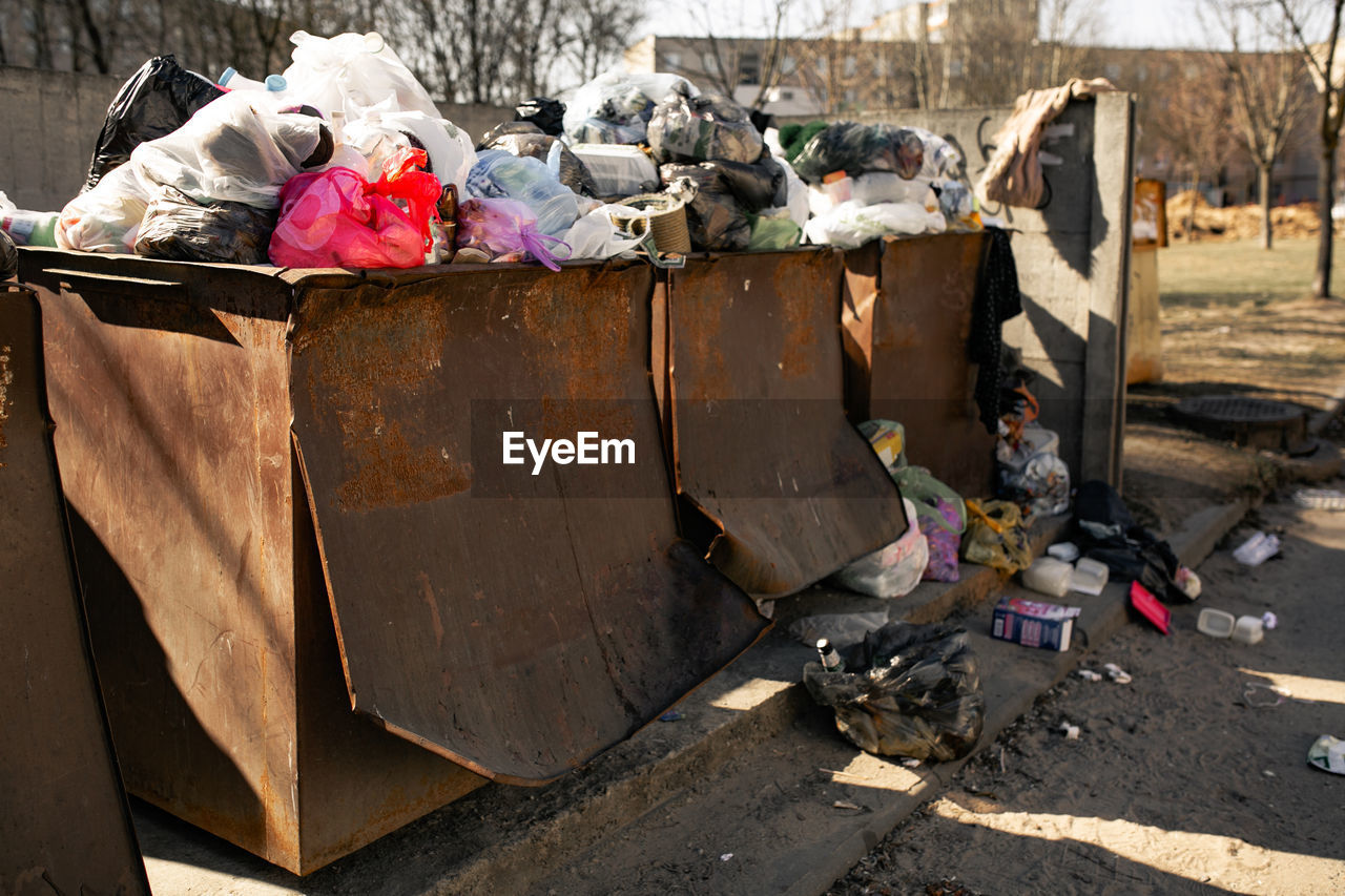 garbage, pollution, environmental issues, day, container, nature, garbage bin, dirt, unhygienic, no people, environment, bag, garbage dump, messy, outdoors, dirty, recycling, large group of objects, city, heap, plastic bag, social issues, junkyard