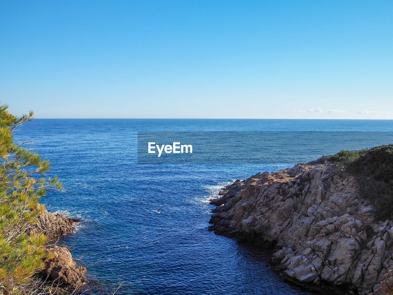 sea, sky, water, scenics - nature, beauty in nature, horizon over water, horizon, blue, tranquility, tranquil scene, copy space, clear sky, nature, no people, day, idyllic, land, rock, non-urban scene, rocky coastline