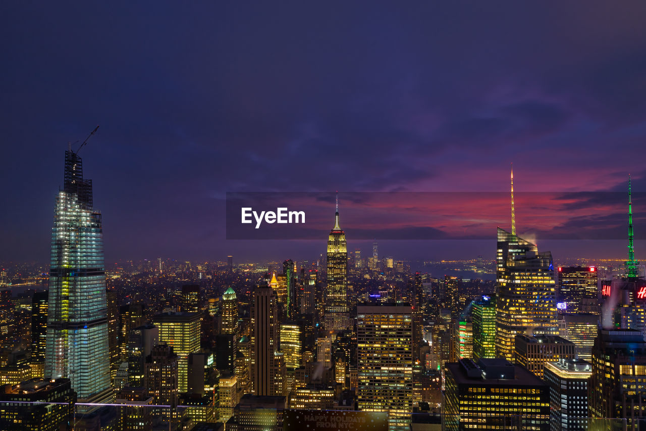 New york skyline from the top of the rock observation deck in rockefeller center at dusk