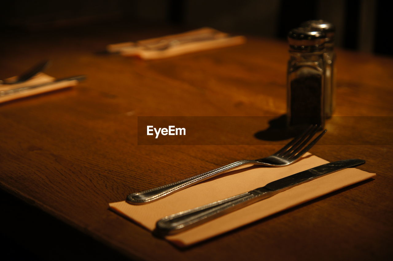 table, indoors, still life, metal, no people, wood - material, eating utensil, selective focus, close-up, fork, kitchen utensil, sharp, scissors, high angle view, silver colored, work tool, steel, tool, focus on foreground, spoon, table knife