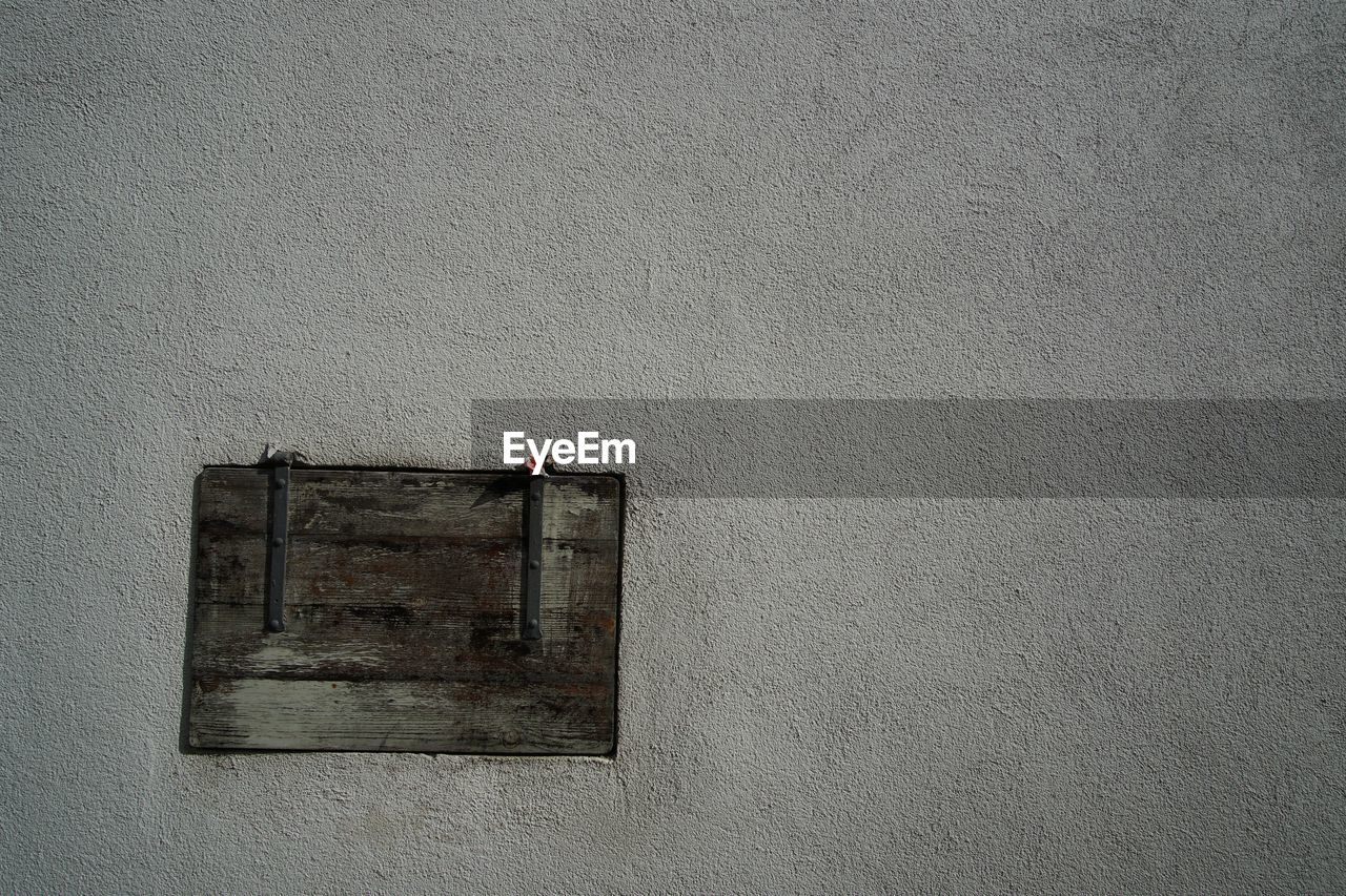 wall - building feature, built structure, architecture, building exterior, no people, day, window, outdoors, gray, building, wall, textured, old, copy space, wood - material, safety, close-up, security, protection, red, concrete, apartment