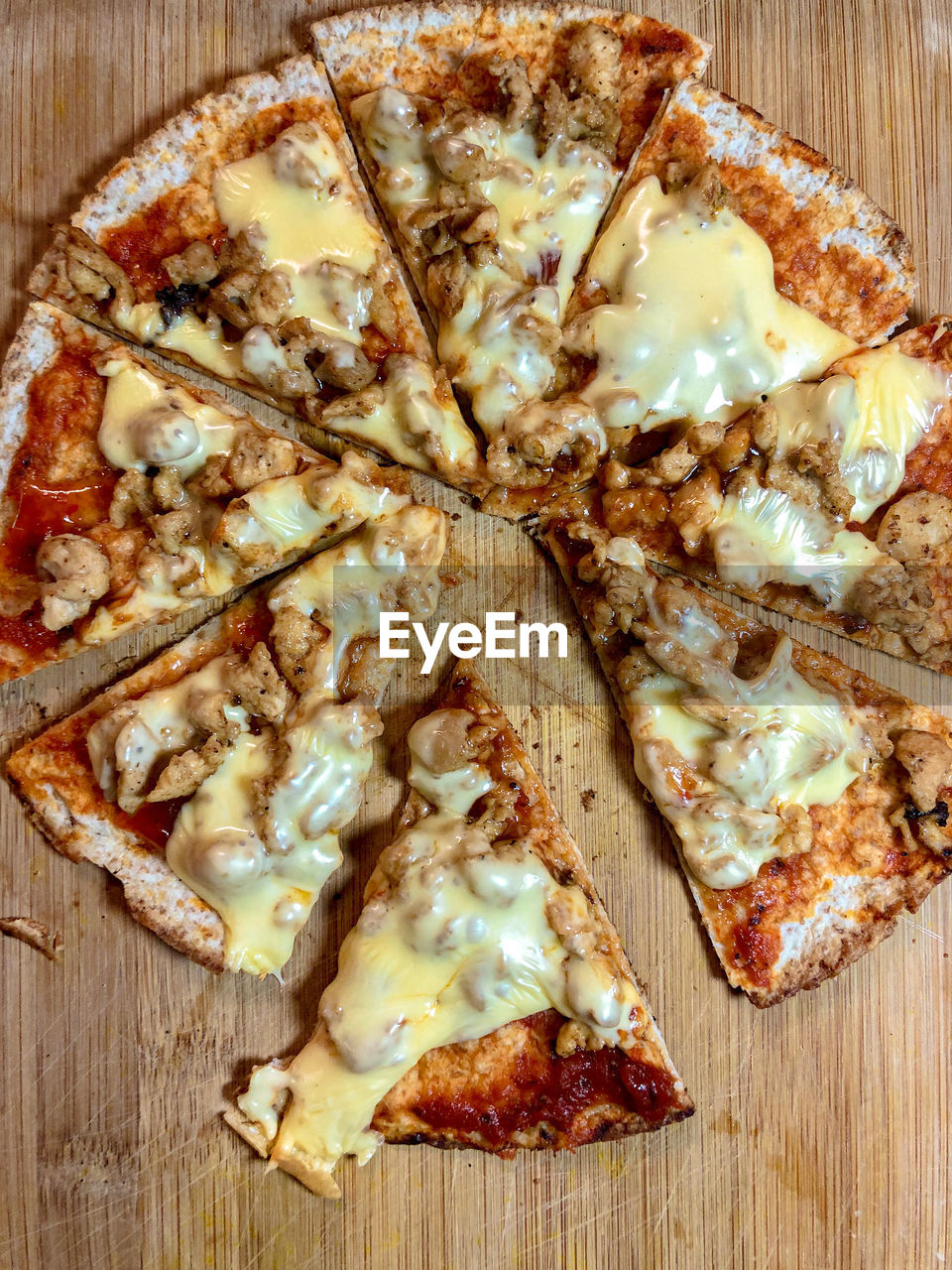 HIGH ANGLE VIEW OF PIZZA IN BOWL
