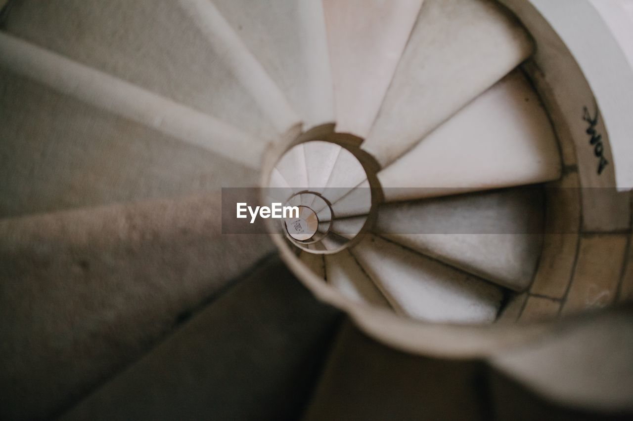 CLOSE UP VIEW OF SPIRAL STAIRCASE