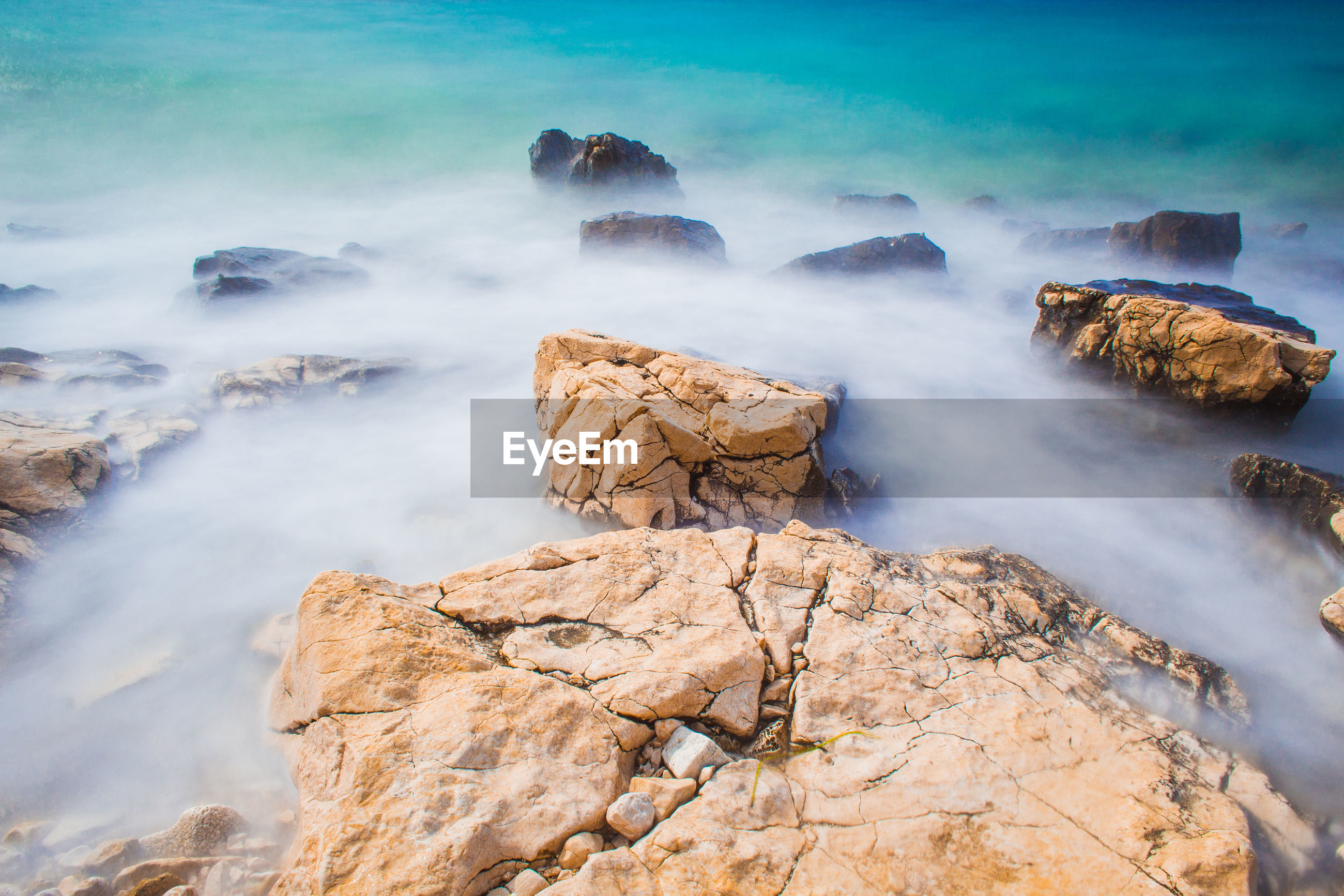 SCENIC VIEW OF ROCKS IN SEA AGAINST ROCK