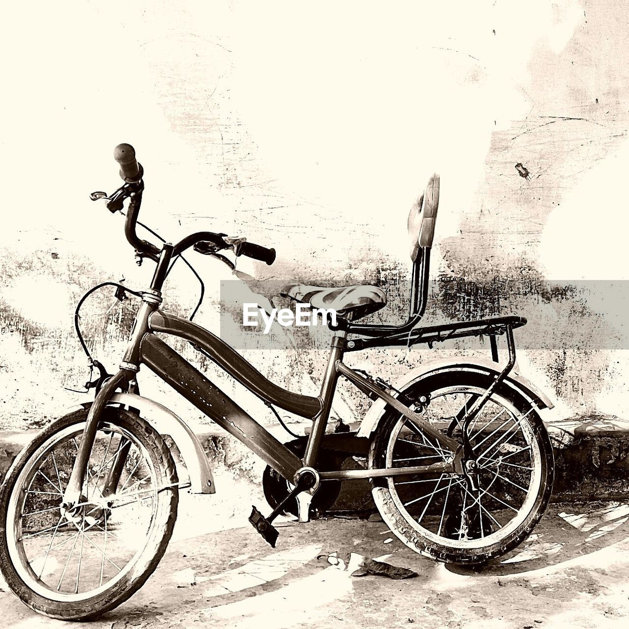 transportation, mode of transport, stationary, land vehicle, bicycle, day, outdoors, no people