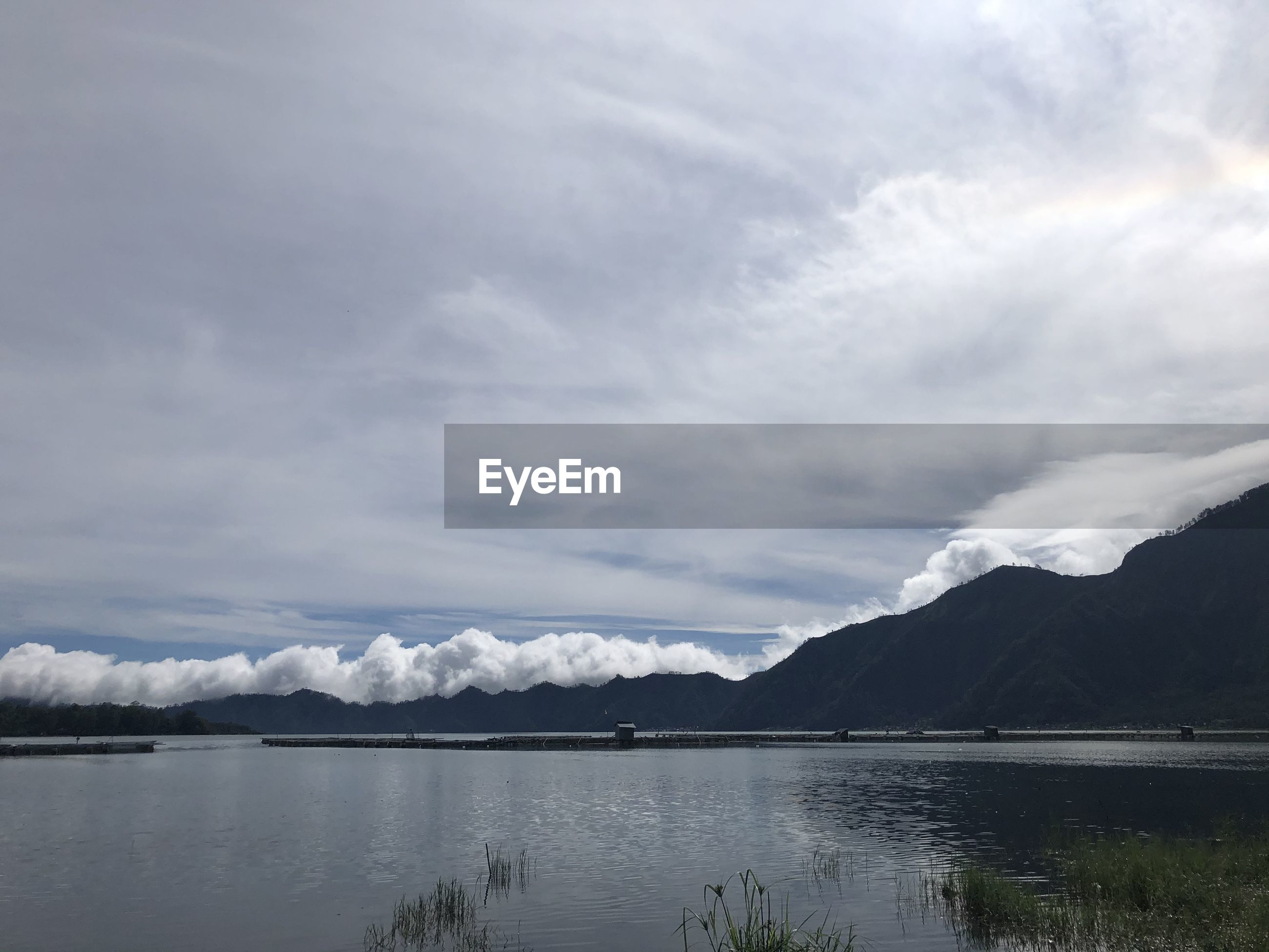 LAKE BY MOUNTAINS AGAINST SKY
