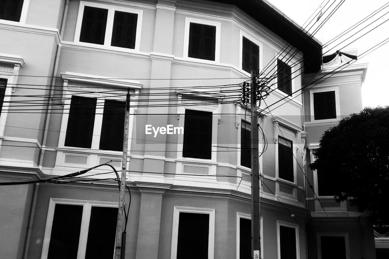 building exterior, architecture, built structure, window, outdoors, no people, residential building, day