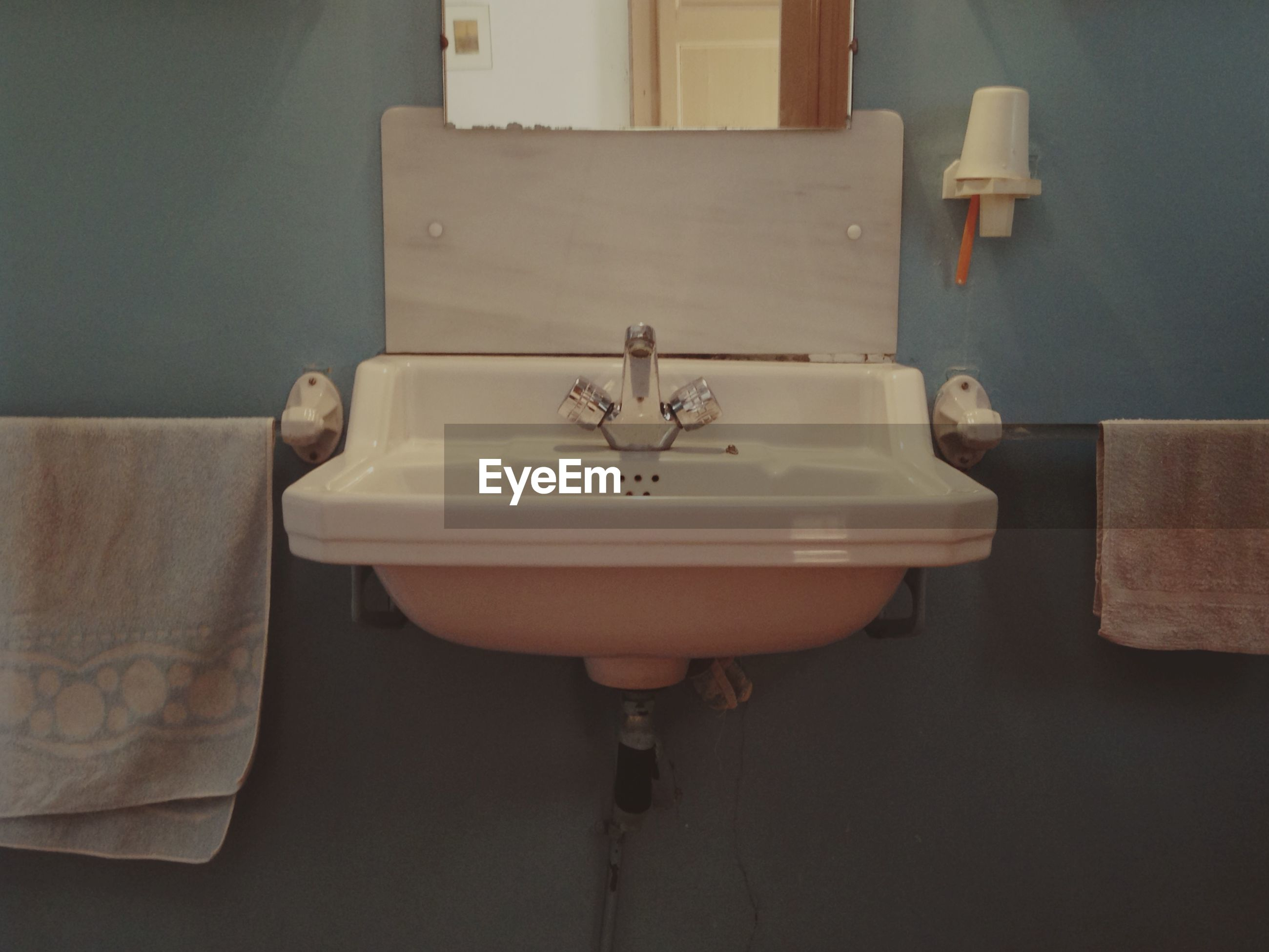 Wash basin in bathroom