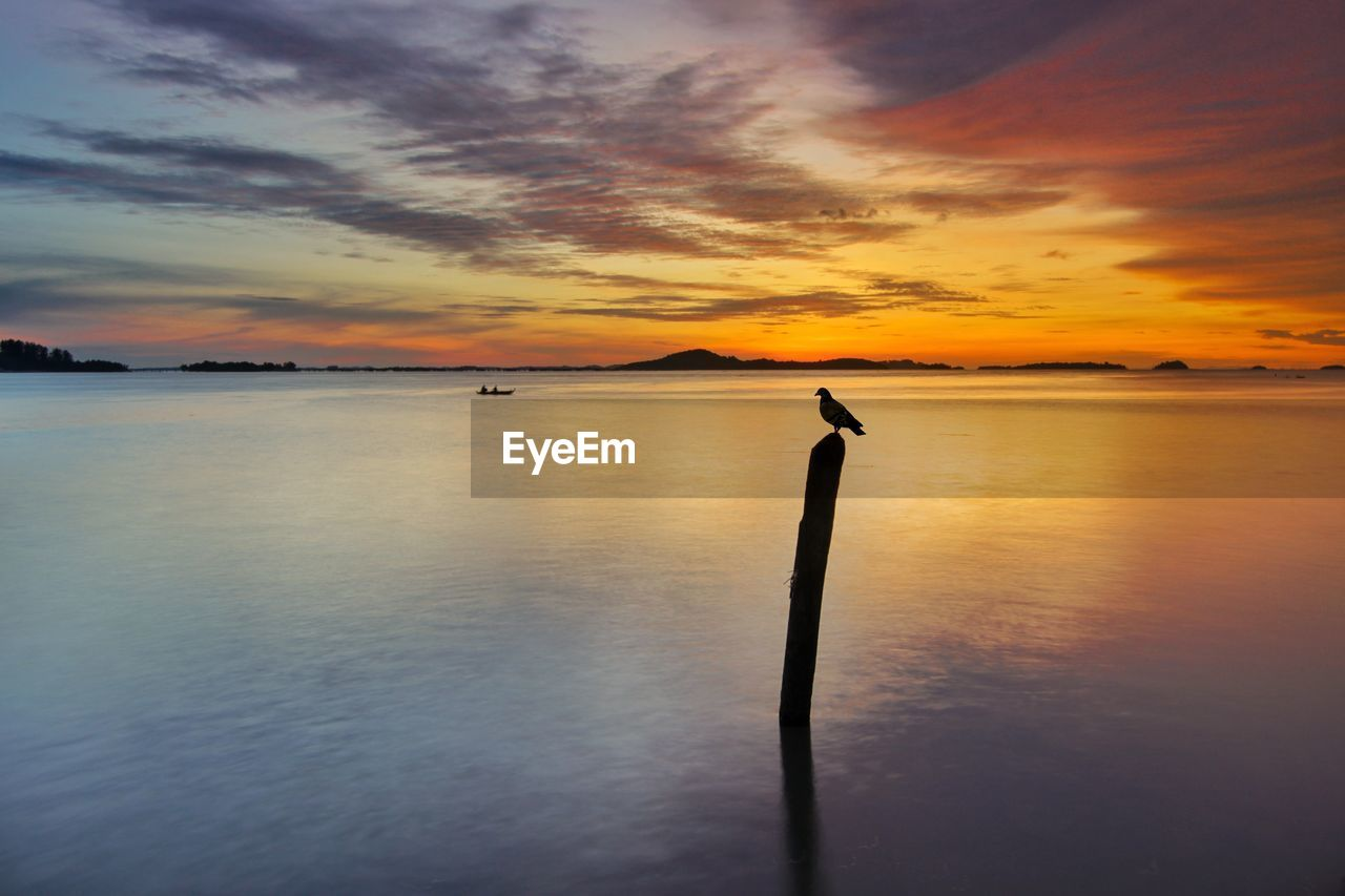 sunset, water, scenics, beauty in nature, nature, sky, tranquility, tranquil scene, reflection, cloud - sky, sea, silhouette, idyllic, horizon over water, no people, outdoors, day