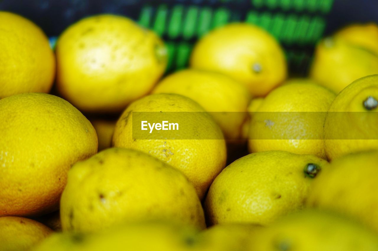 CLOSE-UP OF LEMONS FOR SALE AT MARKET STALL