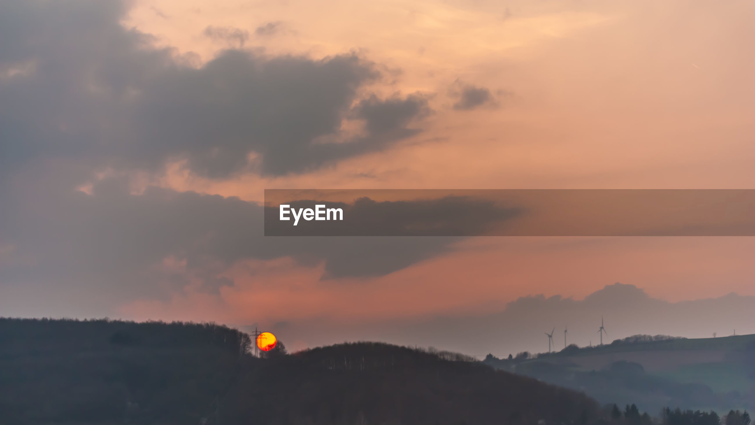 SCENIC VIEW OF SILHOUETTE MOUNTAINS AGAINST DRAMATIC SKY