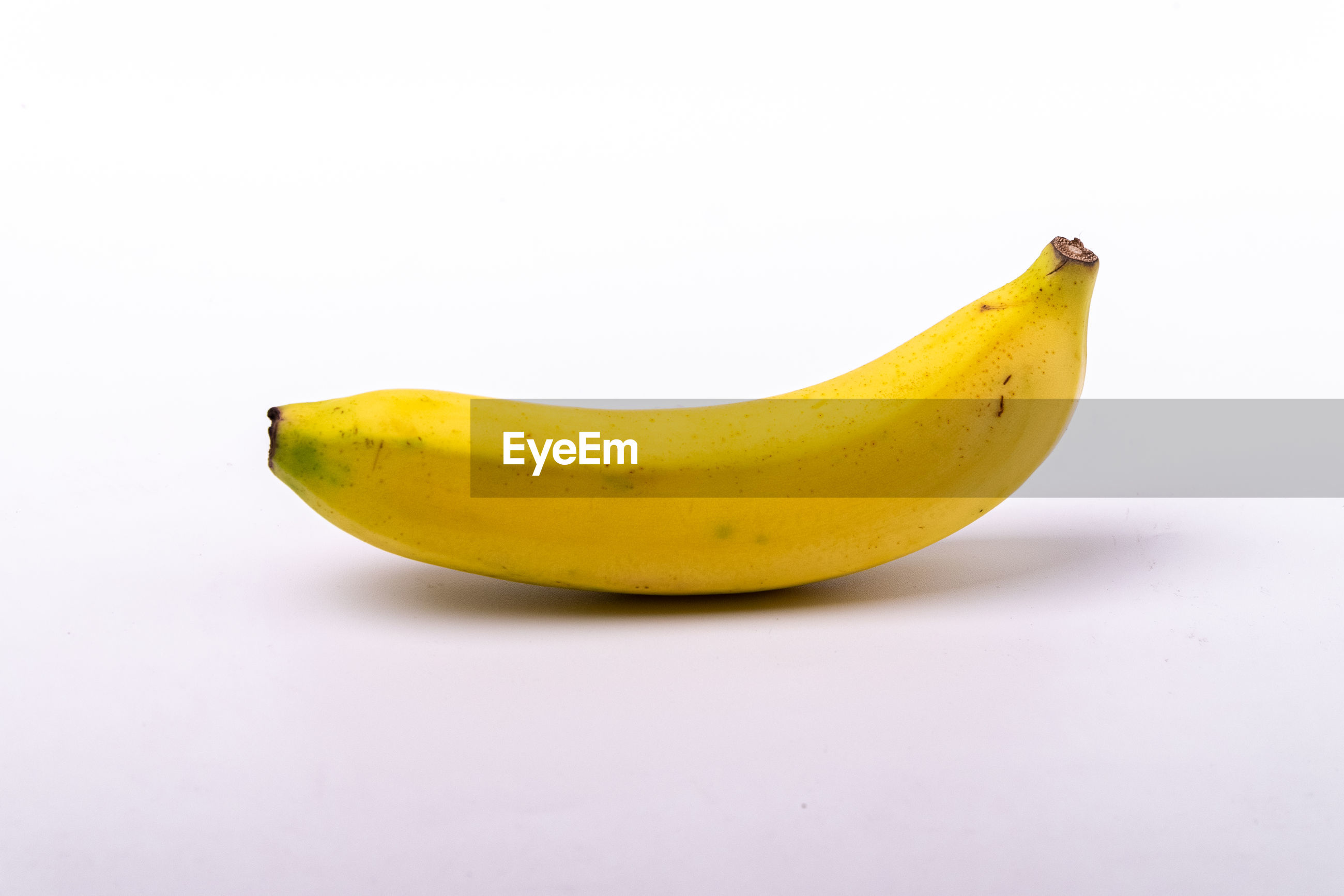 CLOSE-UP OF YELLOW FRUIT