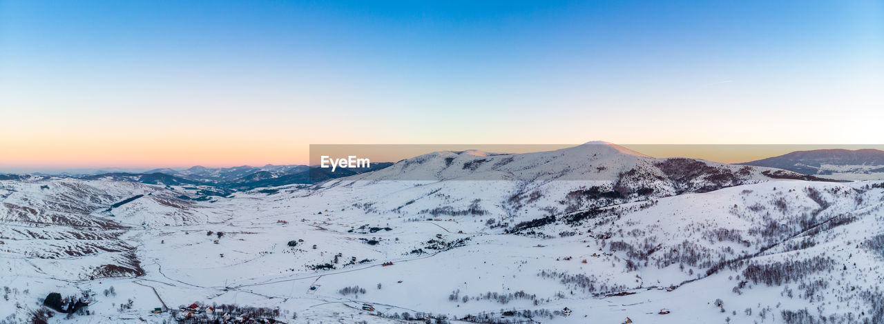 snow, mountain, cold temperature, scenics - nature, winter, sky, beauty in nature, tranquil scene, tranquility, mountain range, clear sky, snowcapped mountain, non-urban scene, environment, sunset, landscape, nature, covering, copy space, no people, mountain peak