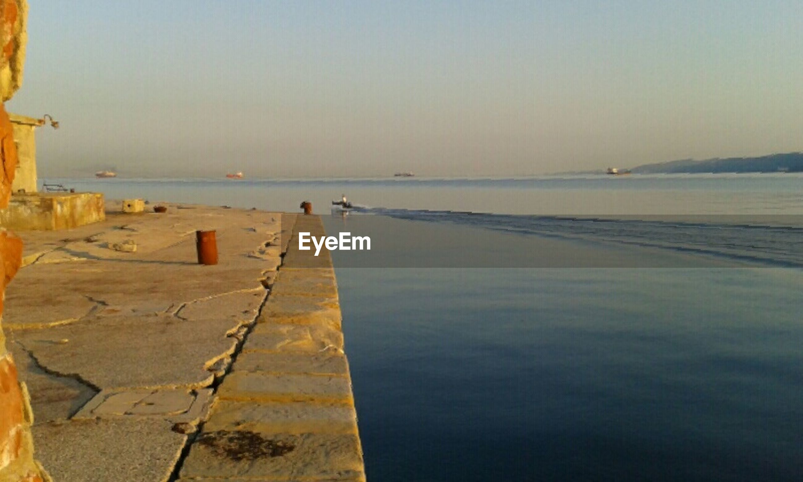 sea, water, horizon over water, beach, shore, clear sky, tranquility, tranquil scene, copy space, pier, scenics, sky, built structure, nature, beauty in nature, sand, incidental people, outdoors, idyllic, architecture
