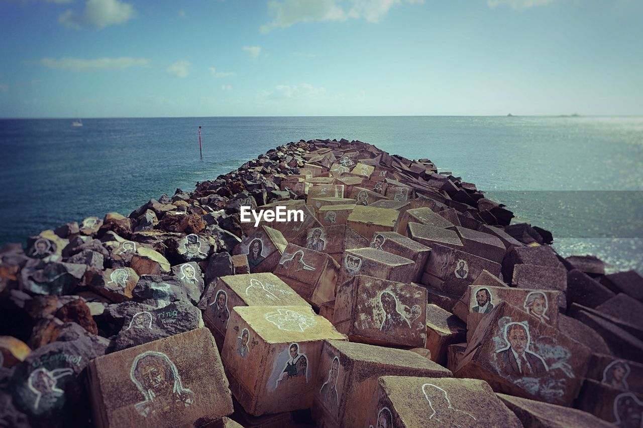 sea, horizon over water, water, sky, nature, no people, beauty in nature, scenics, outdoors, tranquility, large group of objects, day, groyne, close-up