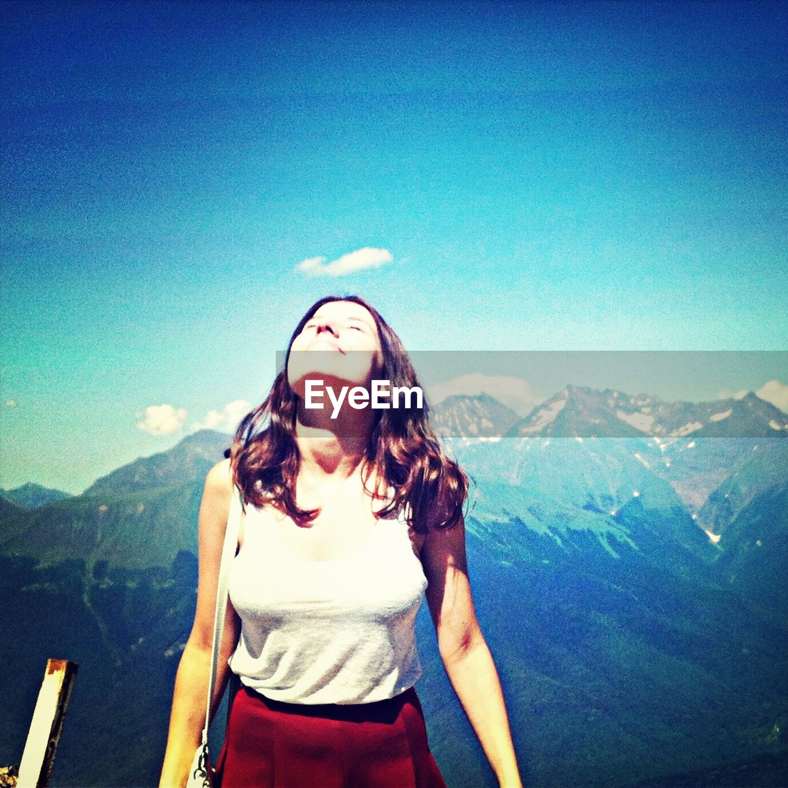 young adult, lifestyles, leisure activity, mountain, young women, person, portrait, looking at camera, mountain range, casual clothing, sunglasses, clear sky, front view, long hair, smiling, blue, sunlight