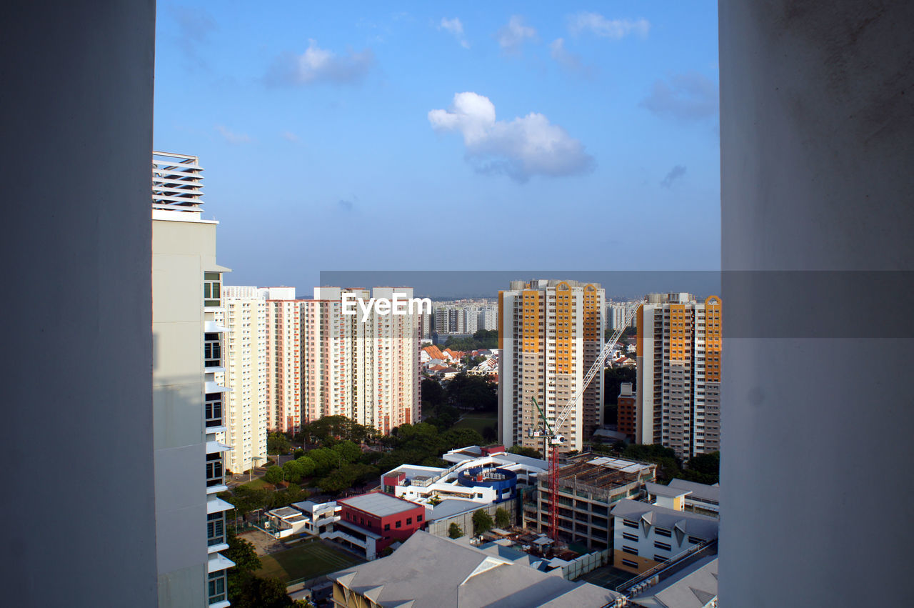 architecture, building exterior, built structure, city, skyscraper, sky, cityscape, day, no people, residential building, car, outdoors, tall, transportation, modern, tree, apartment