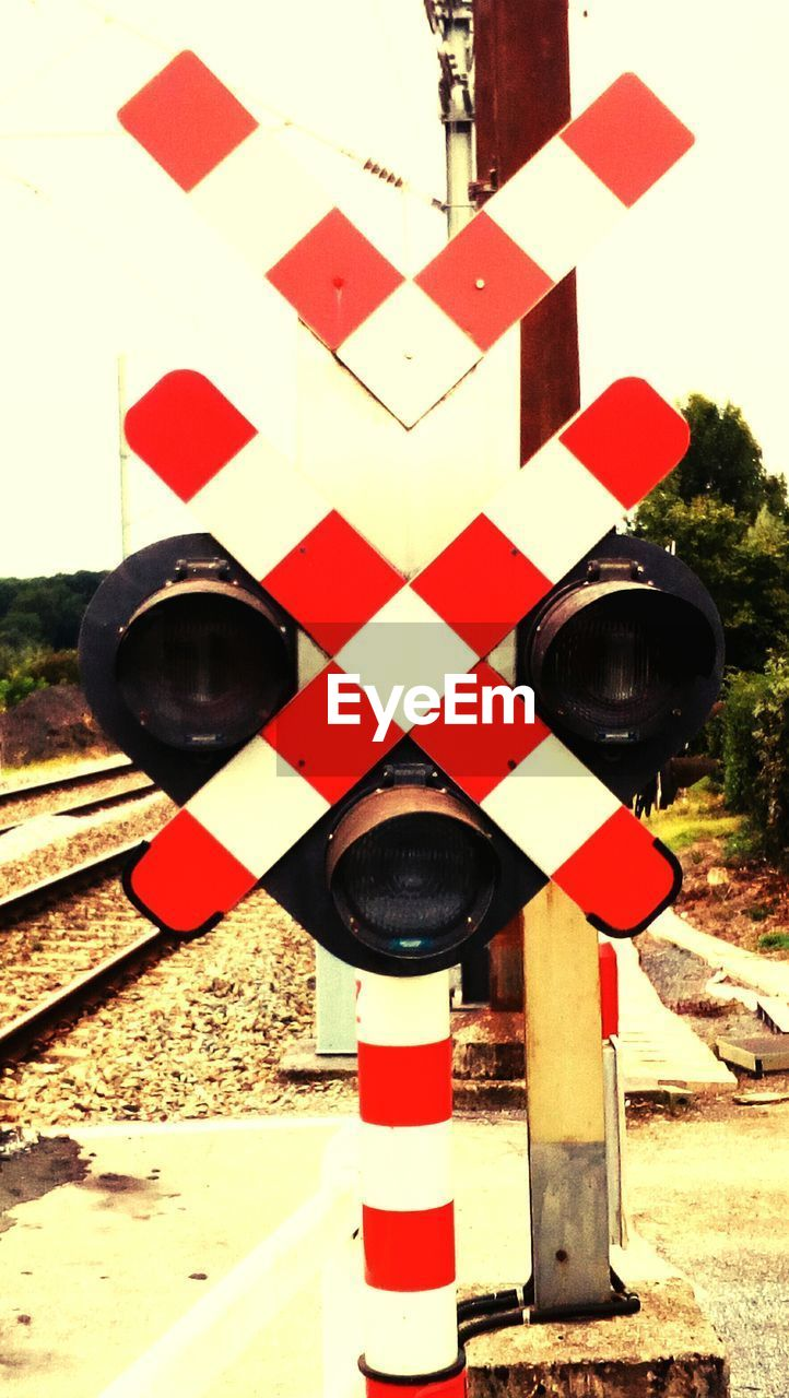 red, warning sign, guidance, no people, road sign, day, outdoors, railway signal, close-up