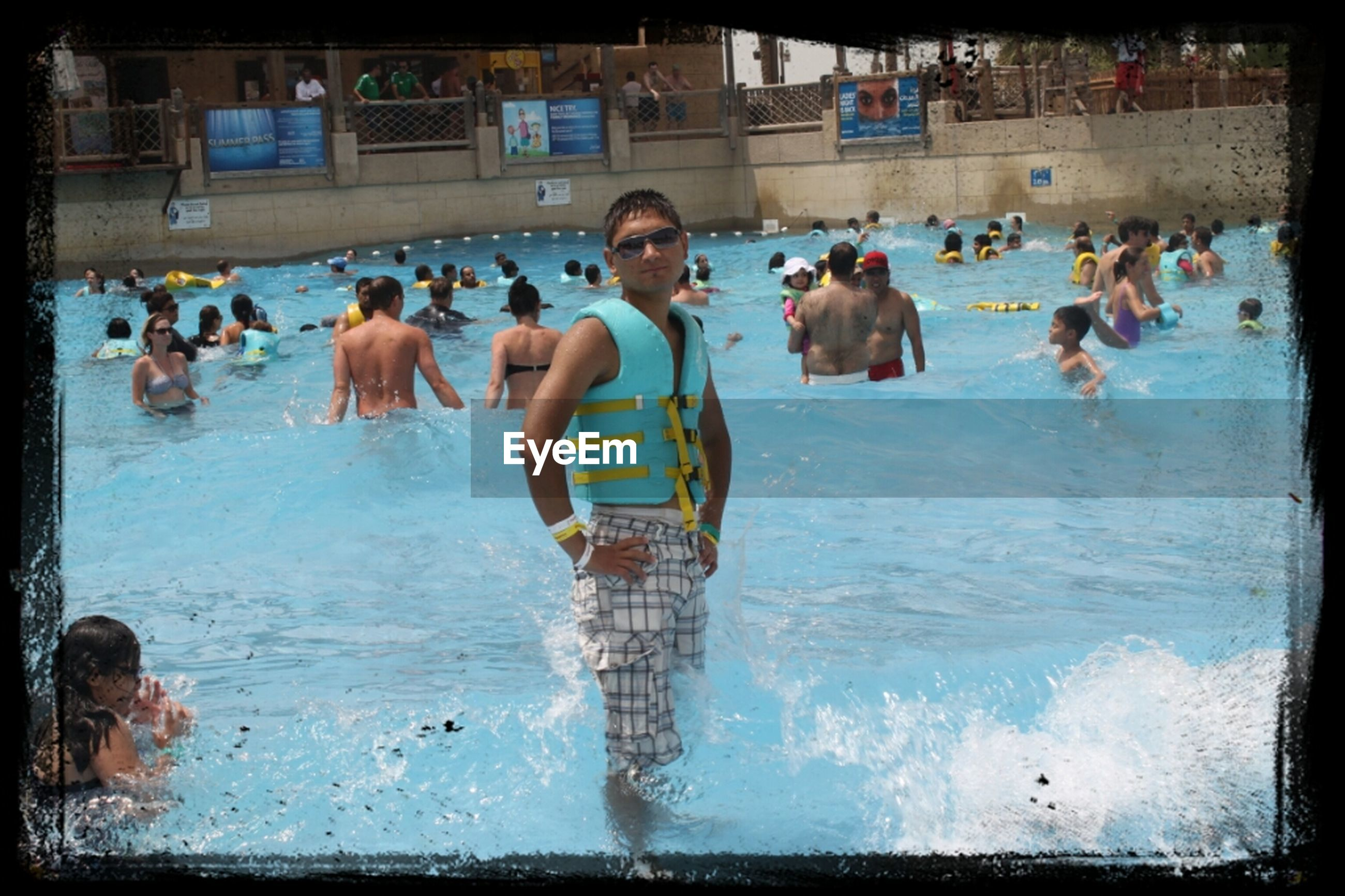 water, large group of people, lifestyles, leisure activity, men, sea, person, beach, vacations, mixed age range, enjoyment, tourist, medium group of people, shore, enjoying, travel, day, weekend activities, tourism