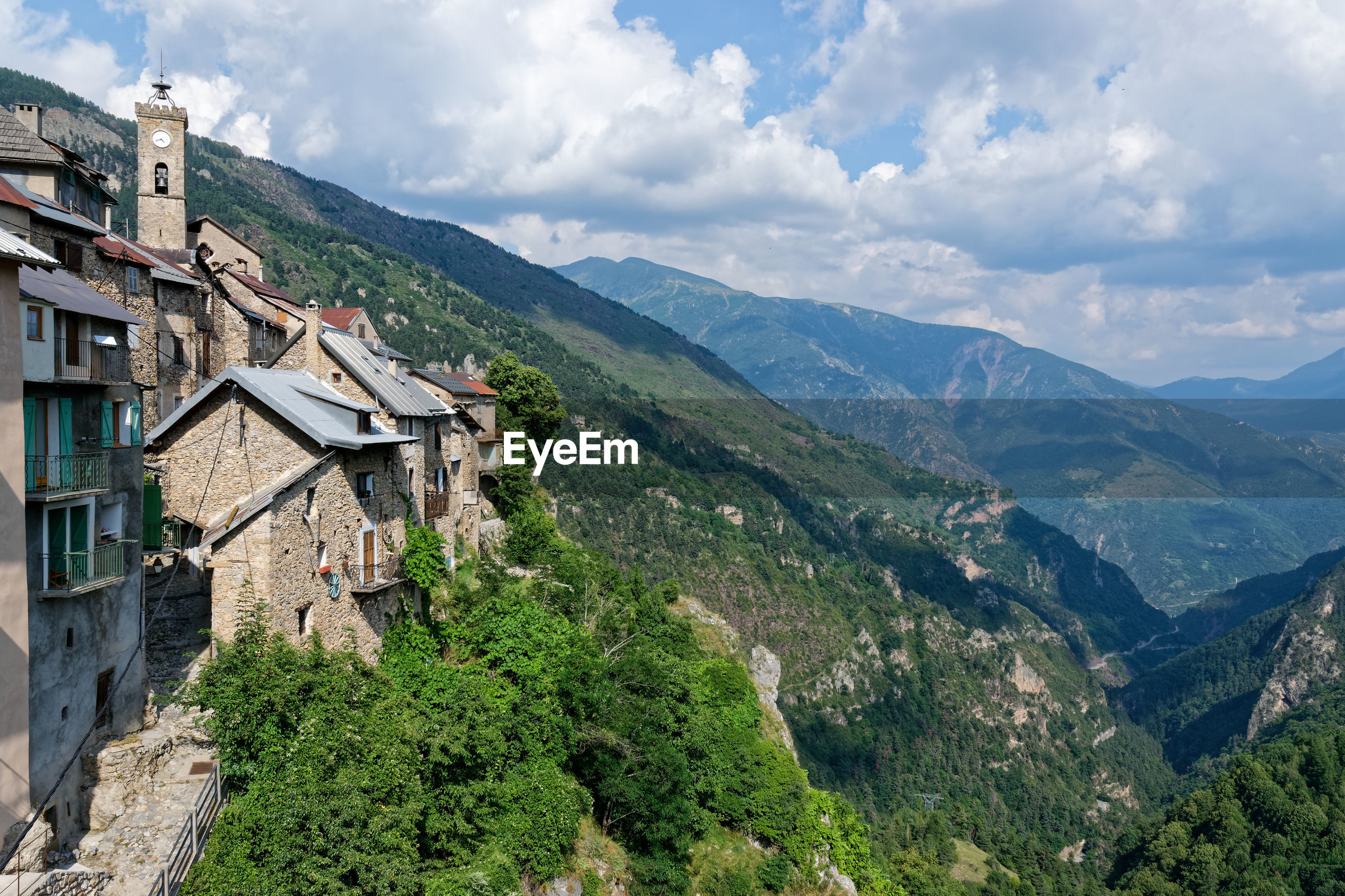 SCENIC VIEW OF MOUNTAINS AND BUILDINGS AGAINST SKY