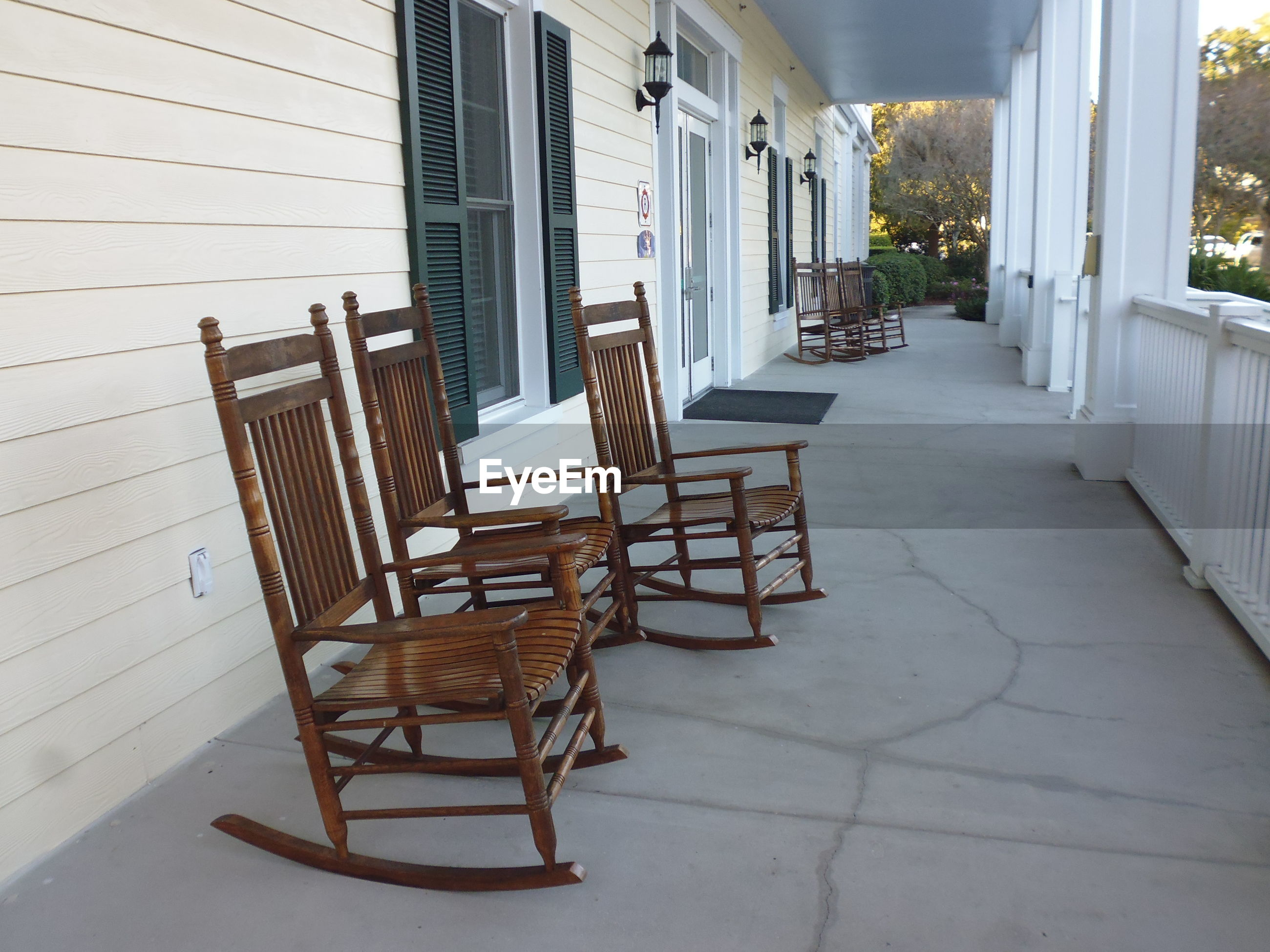 EMPTY CHAIRS AND TABLE IN THE PORCH