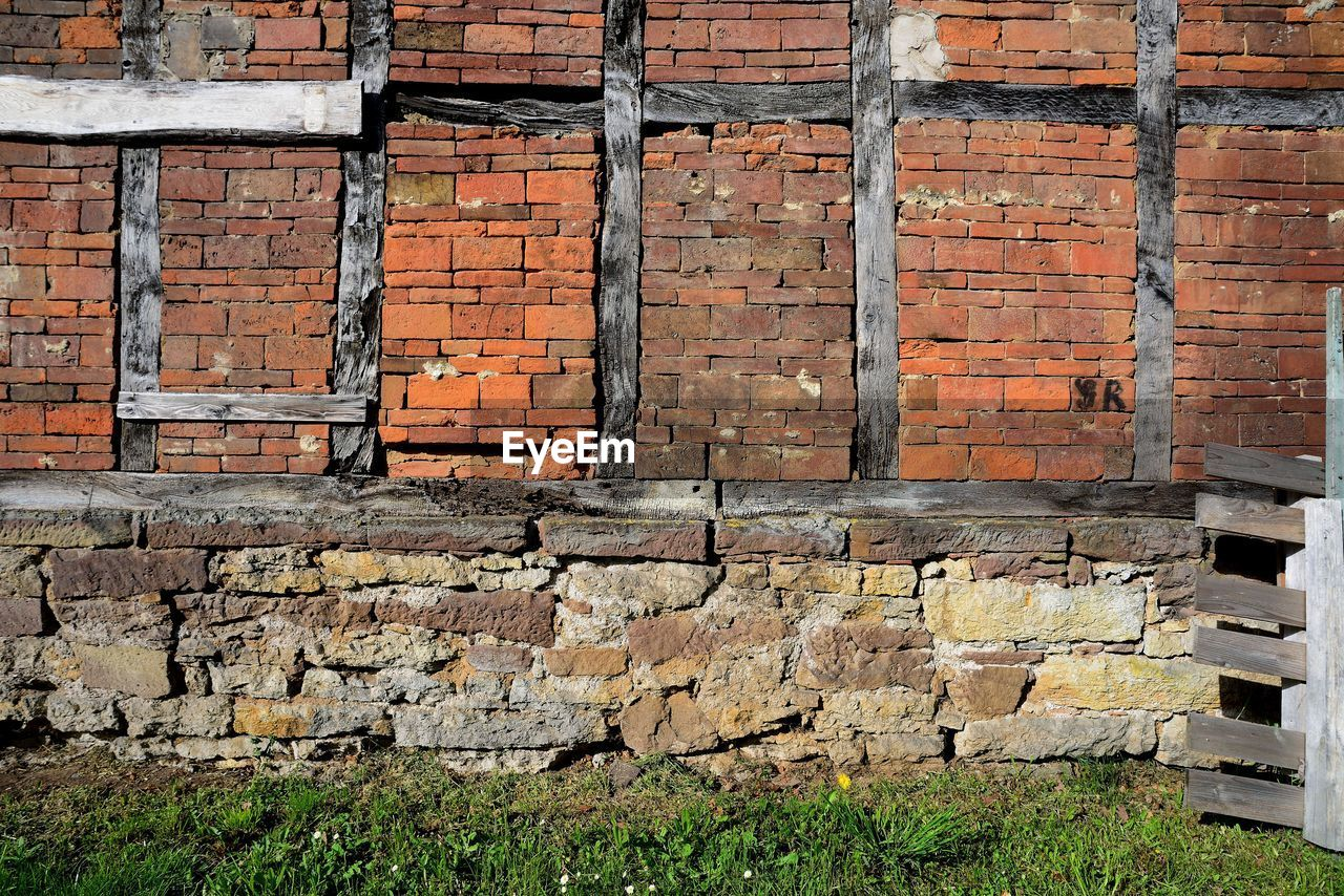 wall, architecture, built structure, wall - building feature, brick wall, brick, no people, day, old, outdoors, building exterior, brown, textured, pattern, grass, sunlight, stone wall, nature, industry, solid