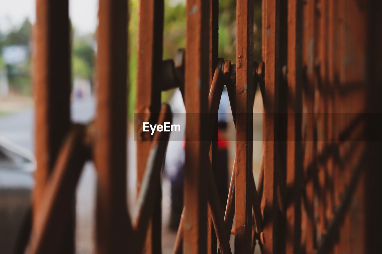 selective focus, close-up, no people, pattern, metal, barrier, day, large group of objects, focus on foreground, brown, boundary, rusty, fence, in a row, nature, backgrounds, outdoors, full frame, safety
