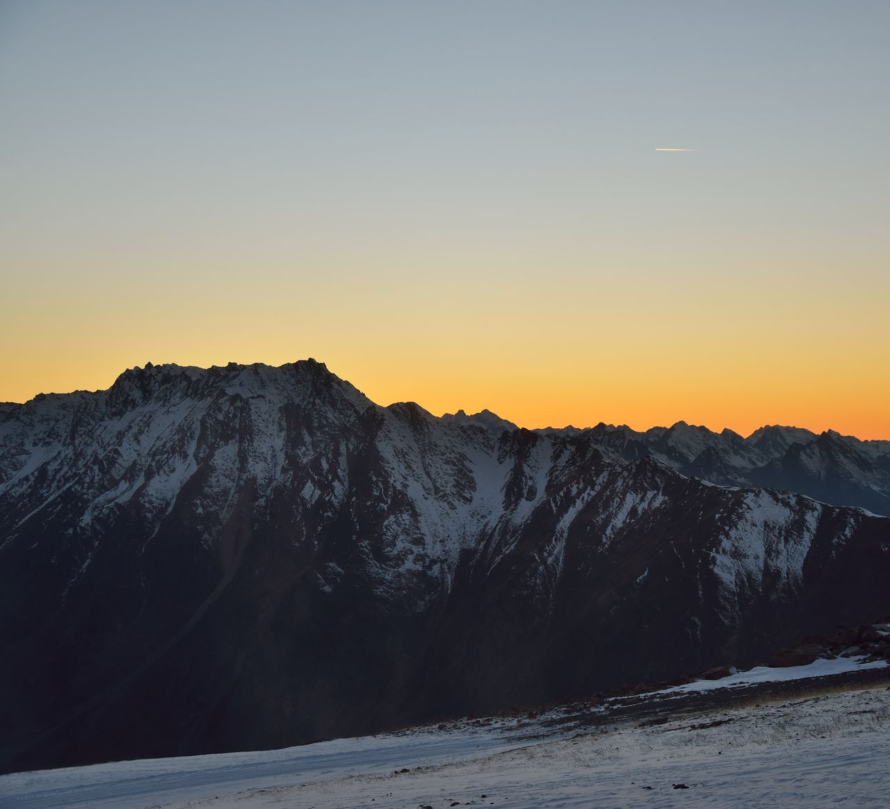 sunset, beauty in nature, sky, scenics - nature, mountain, tranquility, tranquil scene, clear sky, cold temperature, winter, nature, snow, no people, non-urban scene, copy space, idyllic, mountain range, environment, landscape, outdoors, snowcapped mountain, mountain peak