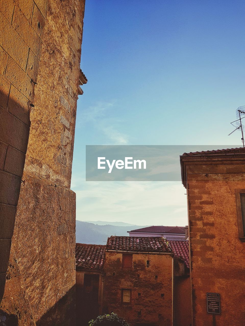 built structure, architecture, building exterior, sky, building, nature, day, history, the past, no people, cloud - sky, old, residential district, wall, outdoors, low angle view, city, ancient, wall - building feature, fort