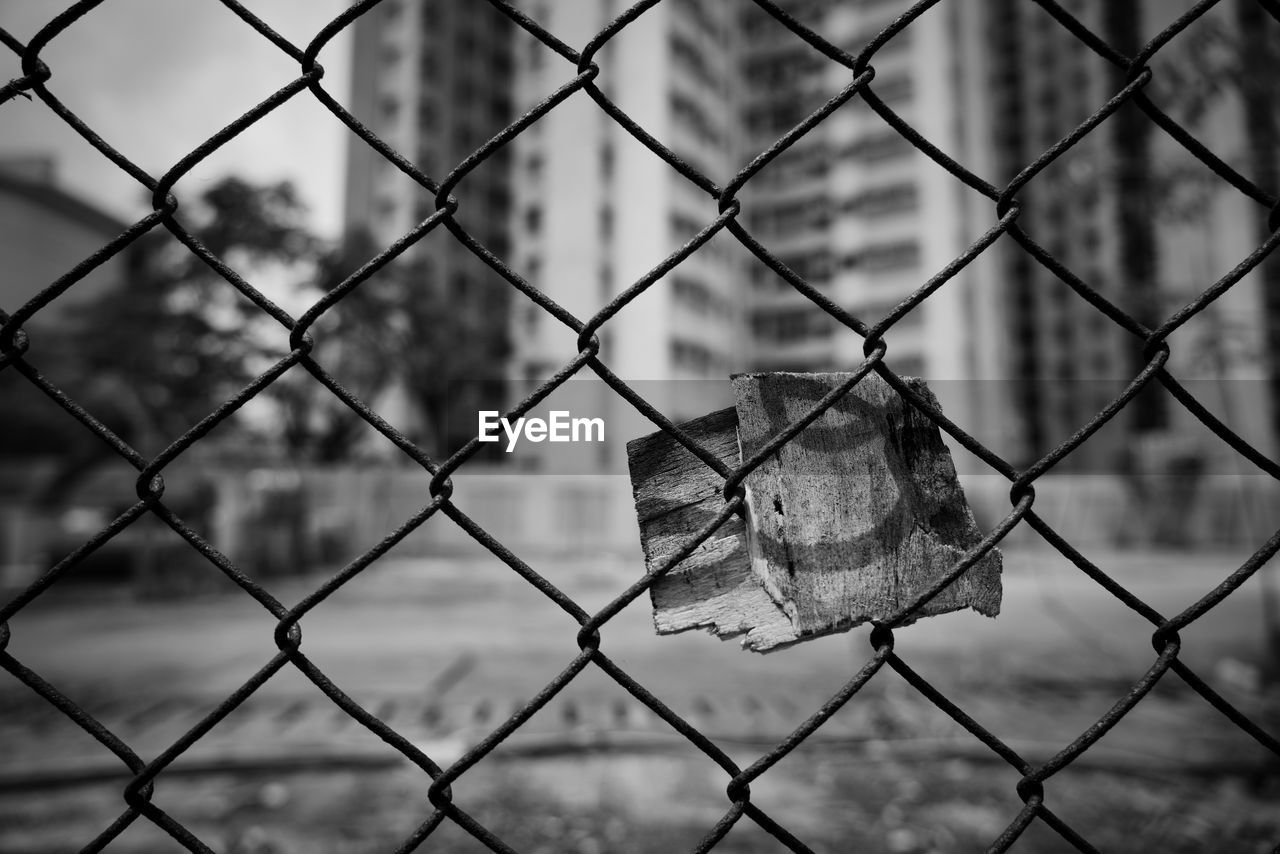 fence, security, protection, safety, barrier, boundary, metal, no people, focus on foreground, close-up, chainlink fence, day, outdoors, nature, lock, padlock, pattern, winter, backgrounds, hanging