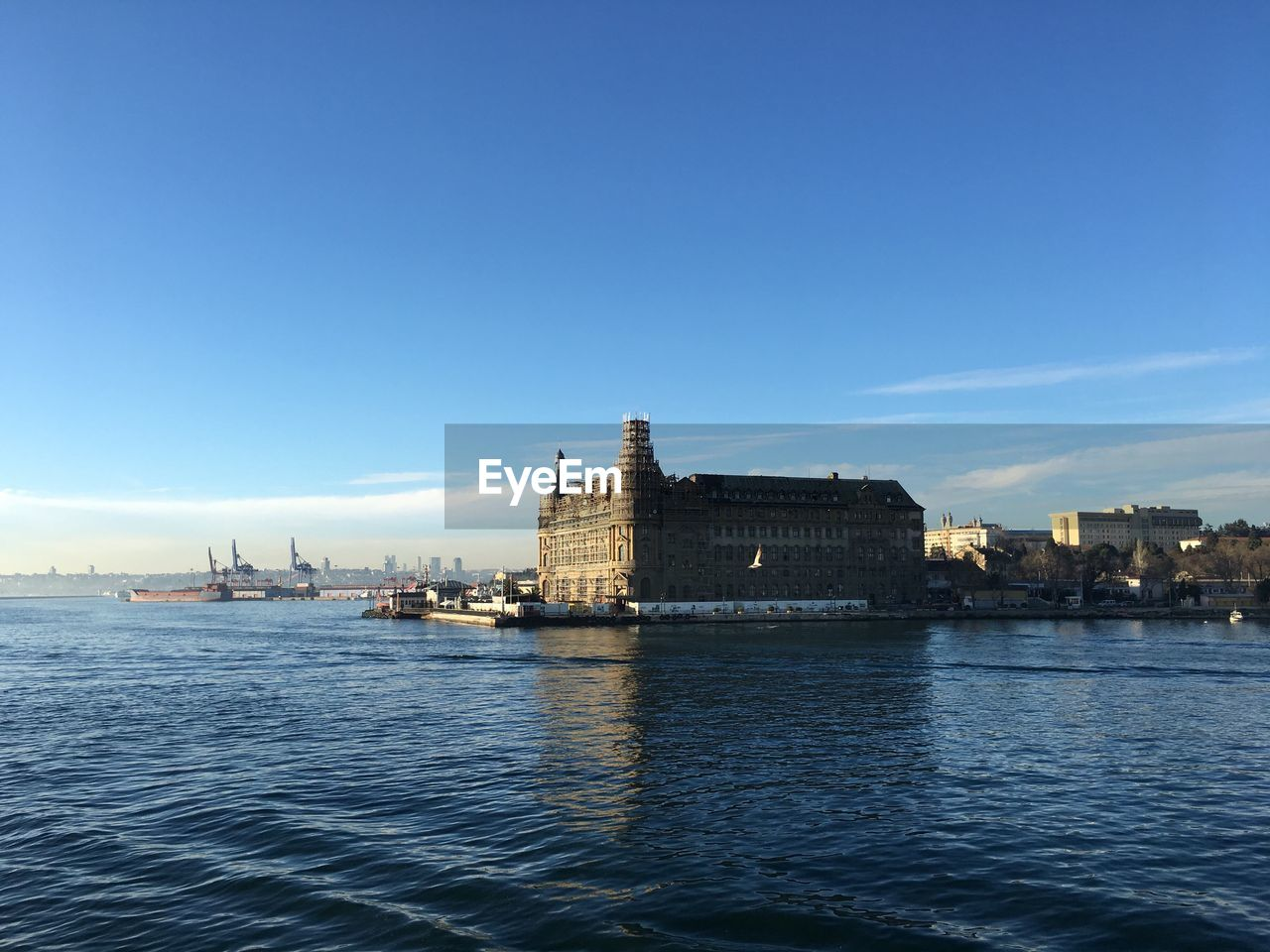 water, sky, architecture, waterfront, building exterior, built structure, nature, copy space, sea, travel, no people, transportation, travel destinations, blue, nautical vessel, day, city, history, outdoors
