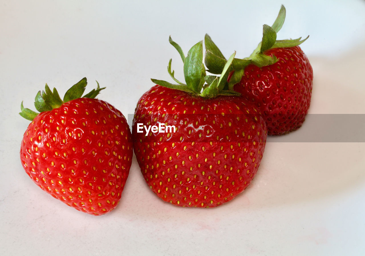 CLOSE-UP OF STRAWBERRIES WITH STRAWBERRY
