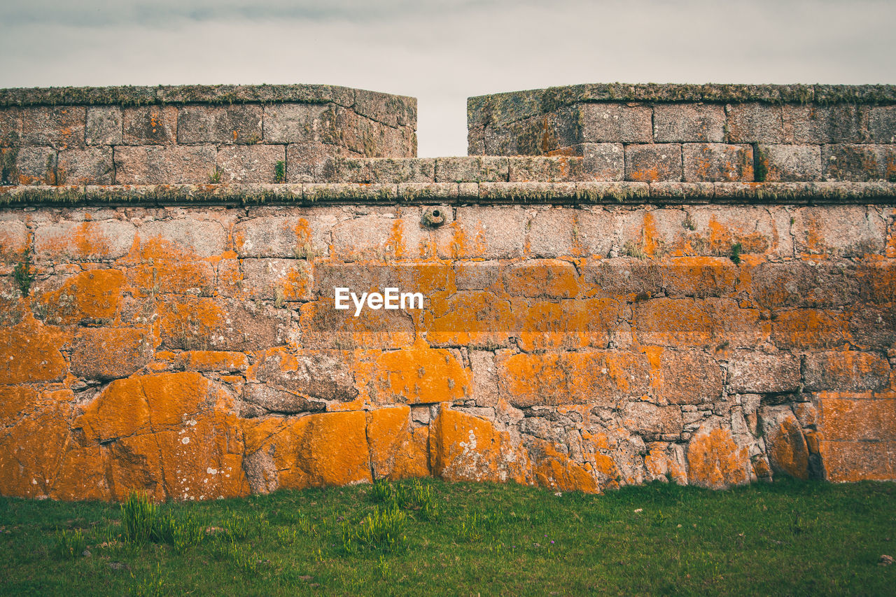 architecture, wall, built structure, no people, wall - building feature, history, sky, day, building exterior, the past, brick, nature, brick wall, outdoors, grass, old, stone wall, fort, weathered, orange color, ancient history