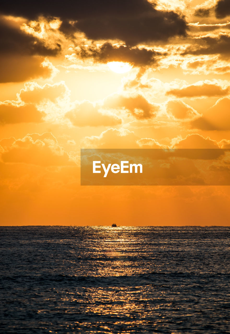 sunset, sea, sun, orange color, beauty in nature, scenics, nature, sunlight, tranquil scene, sky, horizon over water, idyllic, water, tranquility, silhouette, sunbeam, cloud - sky, reflection, no people, outdoors