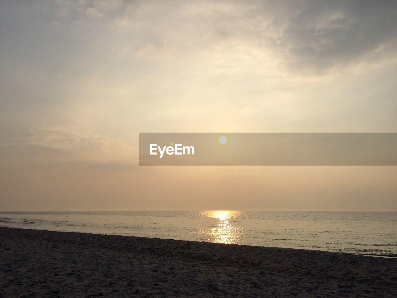 sky, sea, water, scenics - nature, horizon over water, horizon, beauty in nature, tranquility, tranquil scene, sun, sunset, beach, land, cloud - sky, nature, idyllic, sunlight, reflection, no people, outdoors