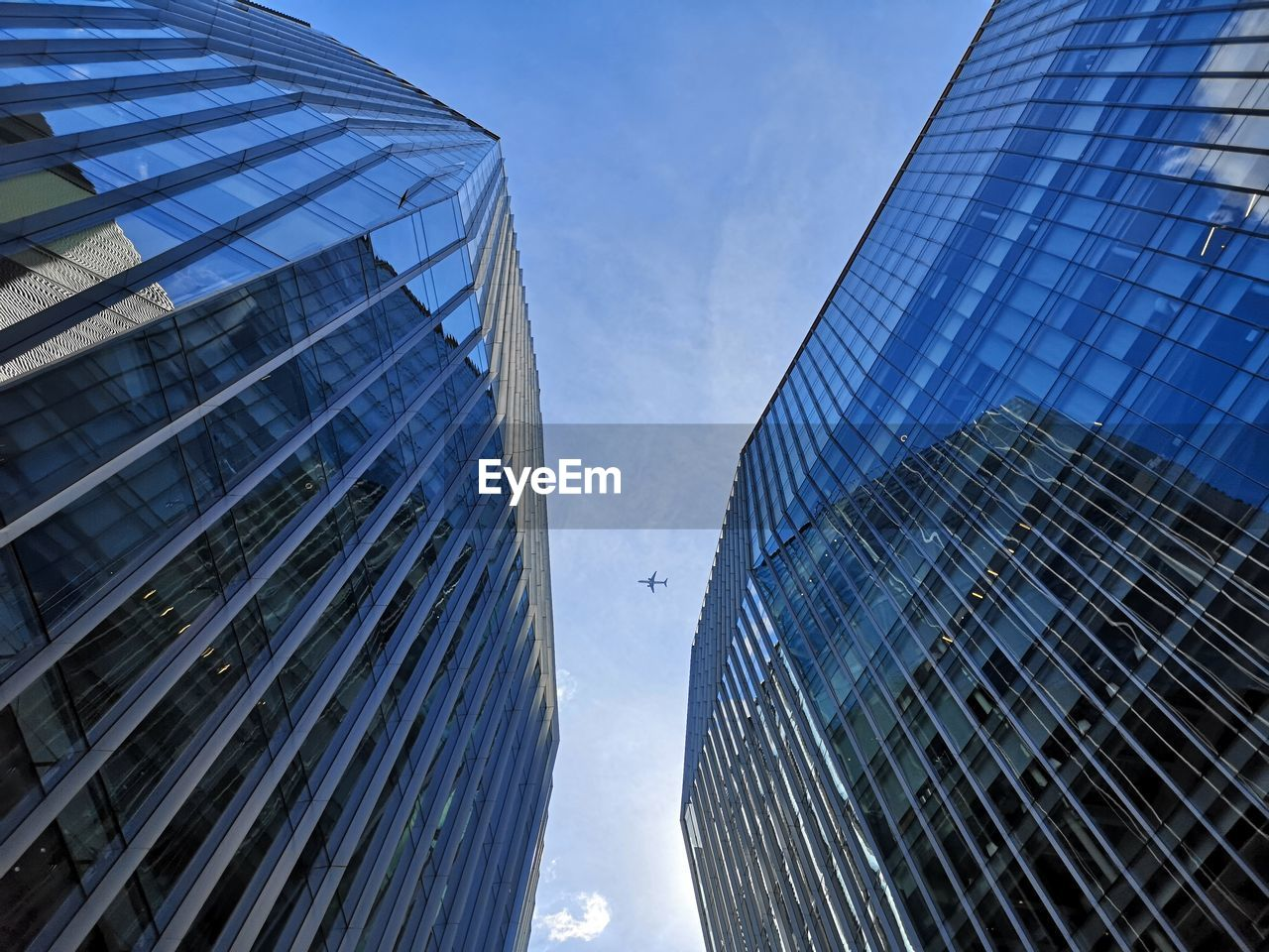 building exterior, built structure, architecture, city, modern, building, office building exterior, glass - material, low angle view, office, tall - high, sky, reflection, skyscraper, no people, nature, day, tower, business, outdoors, glass, financial district, directly below