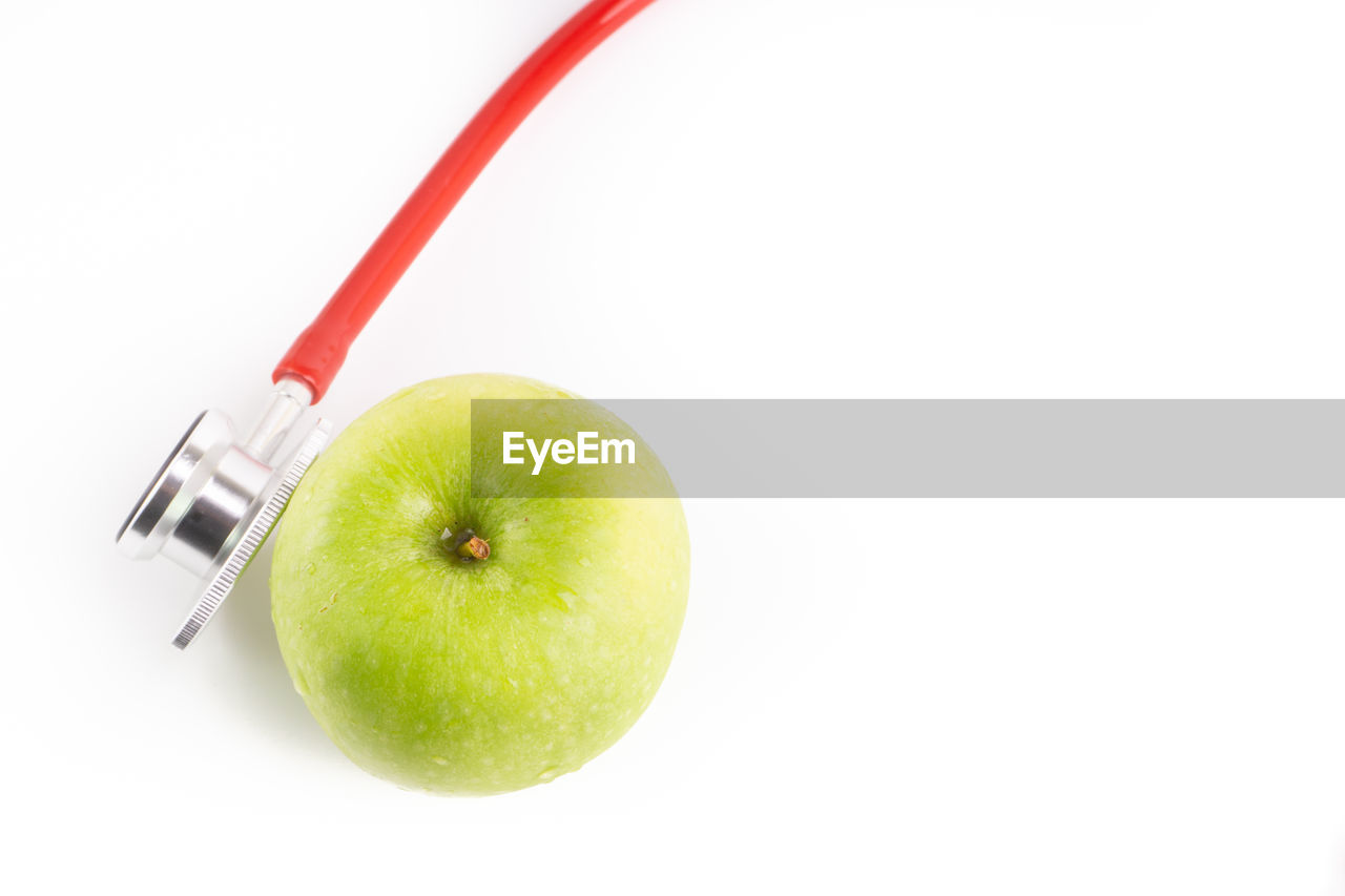 fruit, studio shot, apple - fruit, white background, food and drink, healthy eating, food, wellbeing, indoors, freshness, still life, granny smith apple, cut out, copy space, apple, close-up, green color, no people, single object, plant stem, ripe, snack, dieting