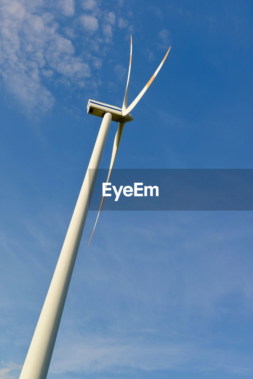 wind turbine, sky, environmental conservation, alternative energy, turbine, low angle view, renewable energy, wind power, fuel and power generation, environment, blue, nature, day, cloud - sky, no people, technology, outdoors, water pump, sunlight, white color, sustainable resources, power supply